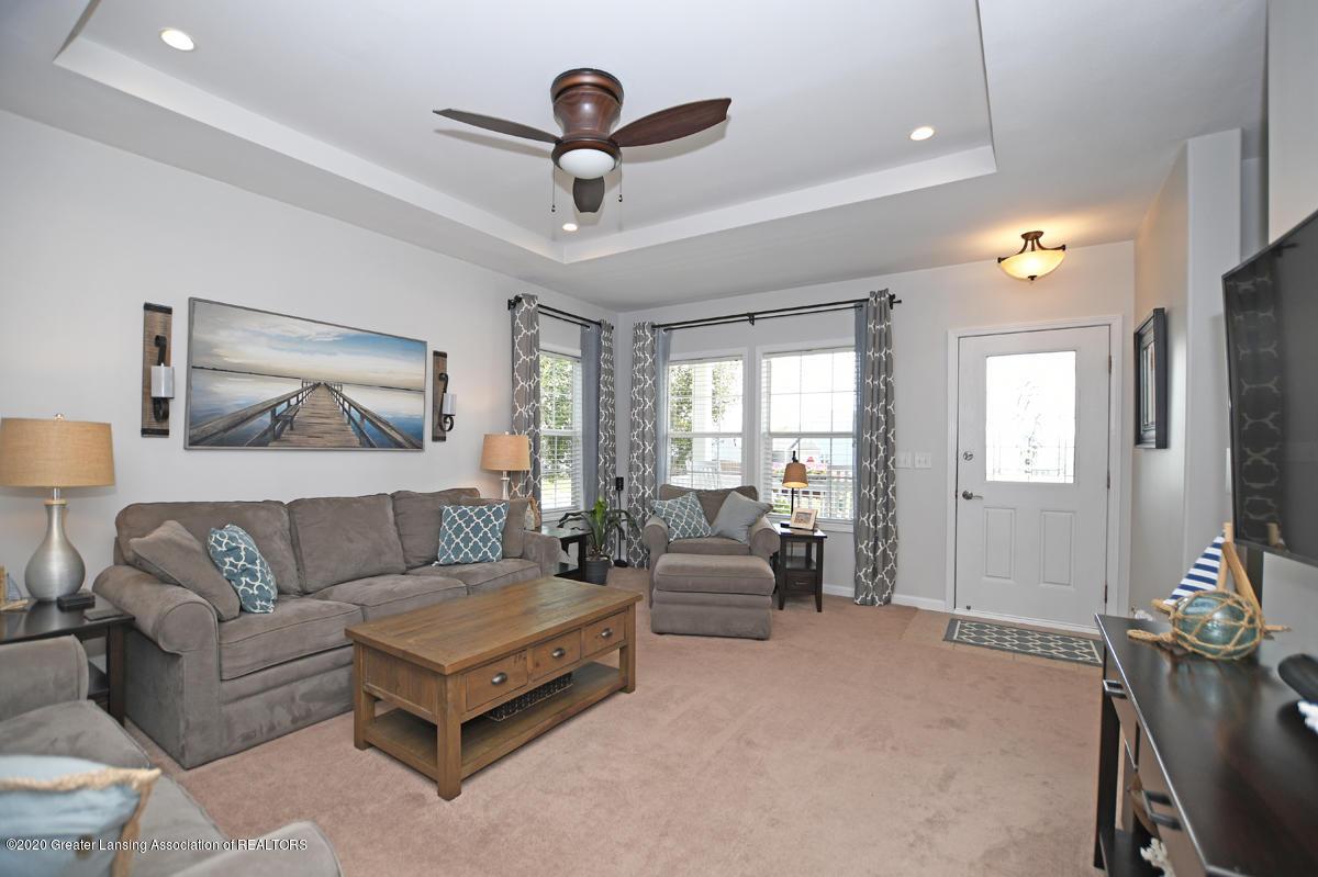 49 Lilac Ln - Living Room - 7