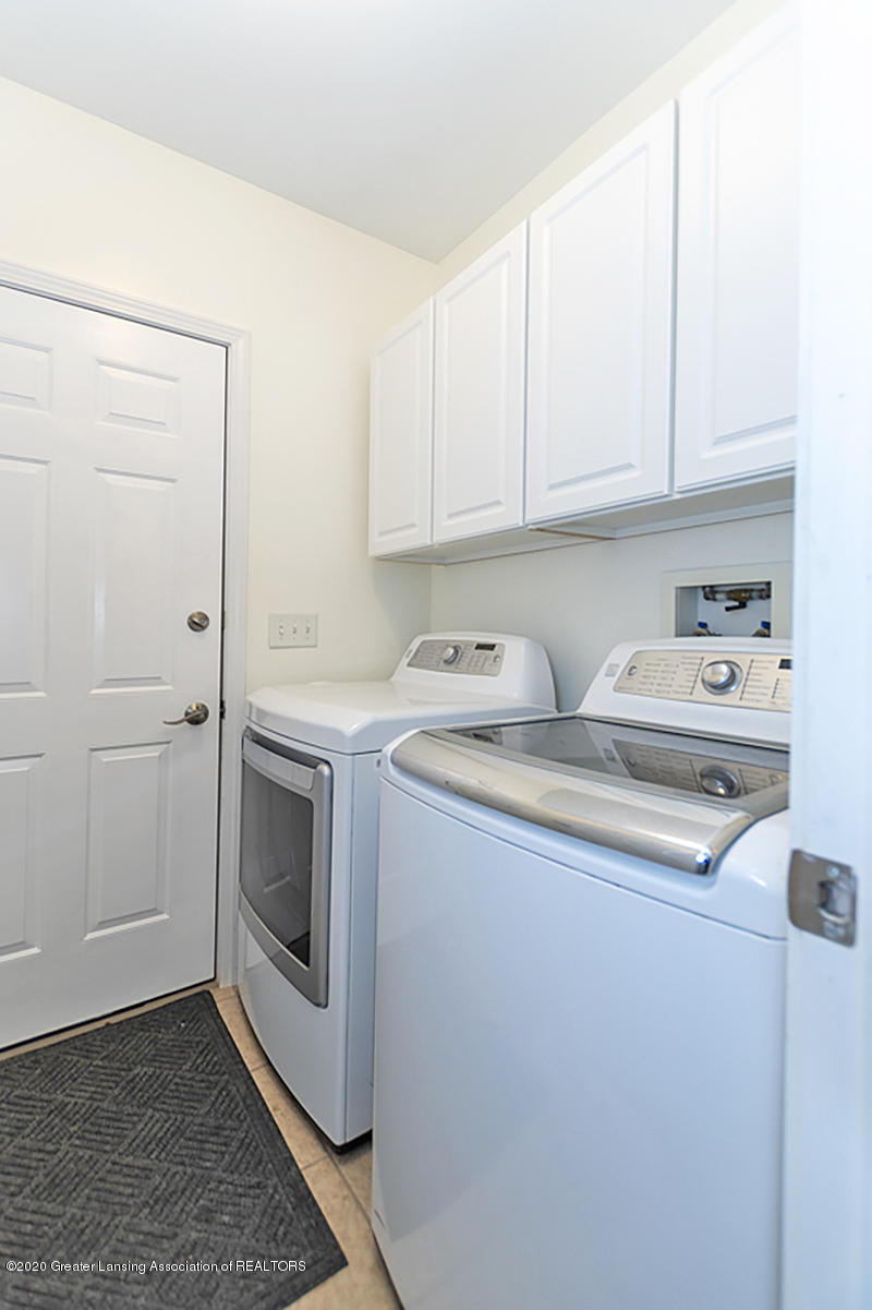 49 Lilac Ln - First Floor Laundry - 26
