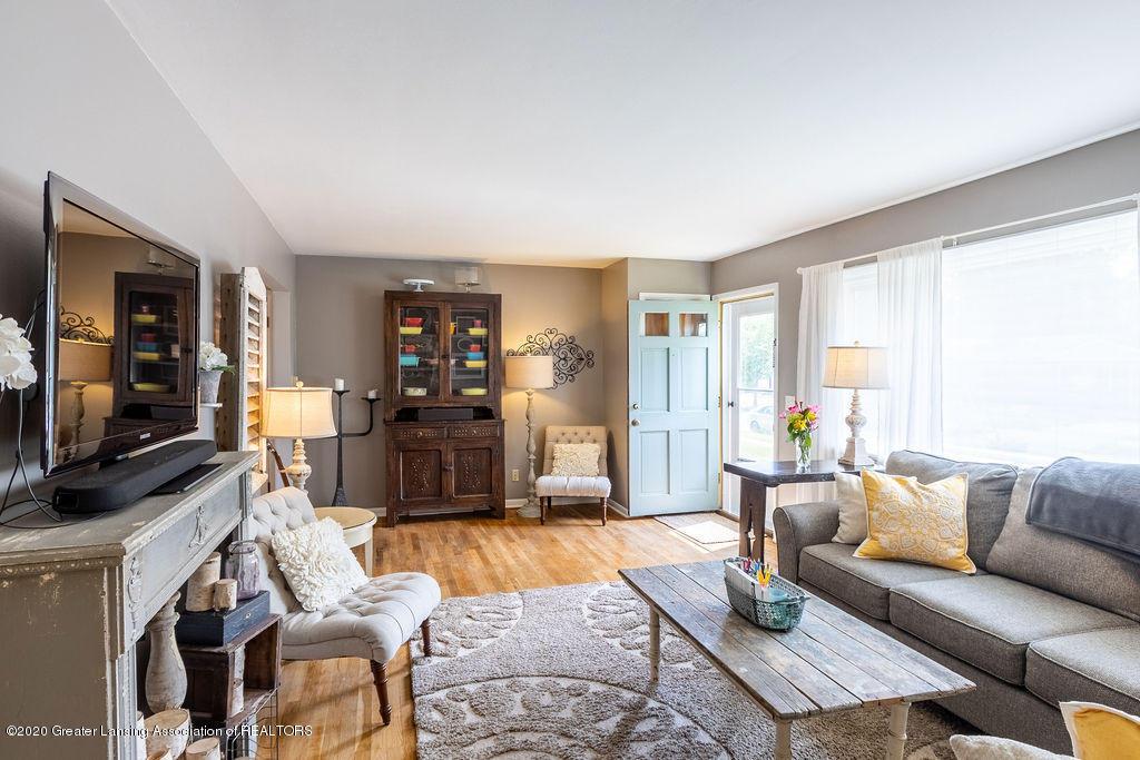 694 John R St - Living Room - 4