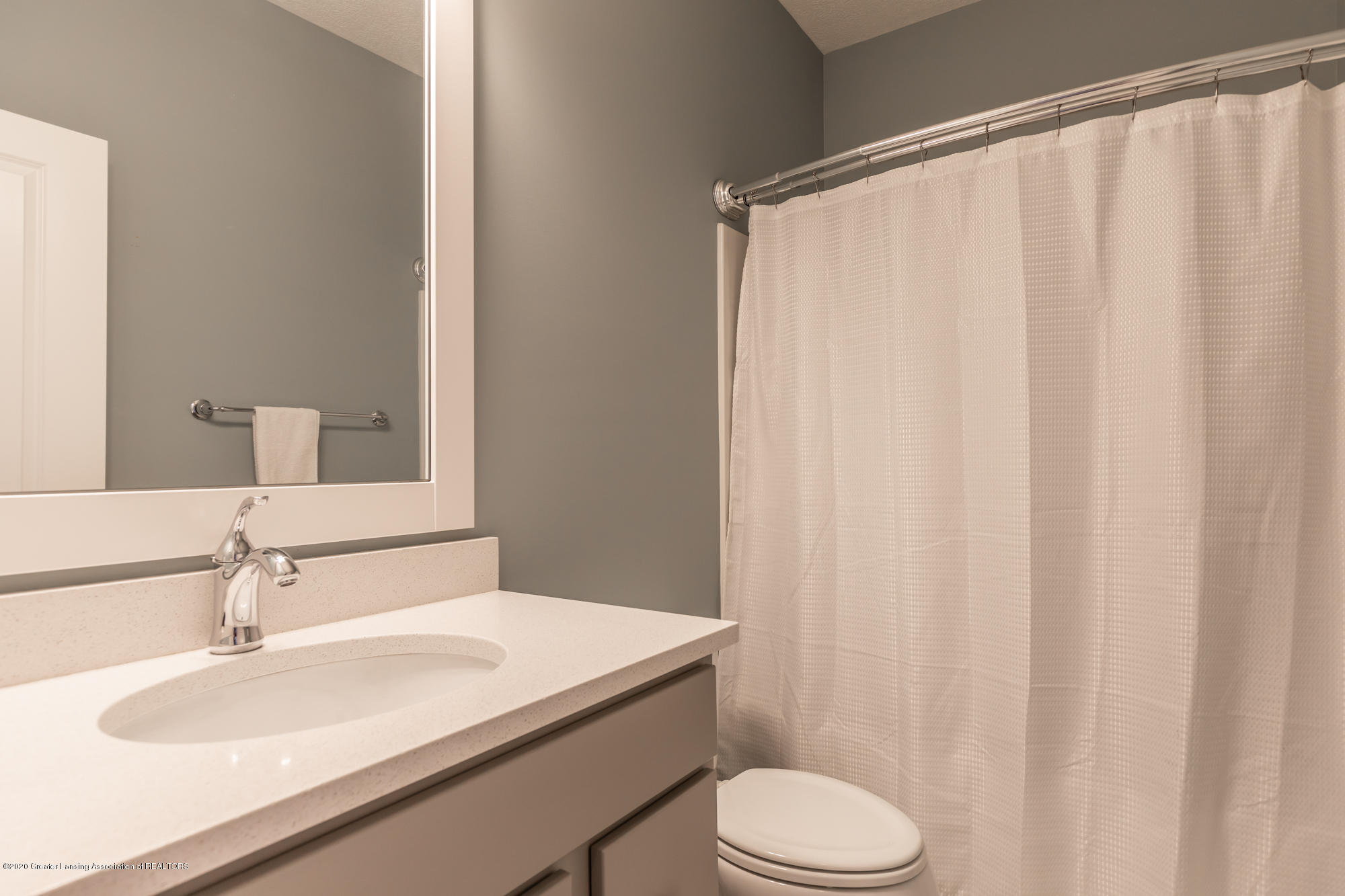 4020 Hagadorn Rd - Bathroom 1 - 29