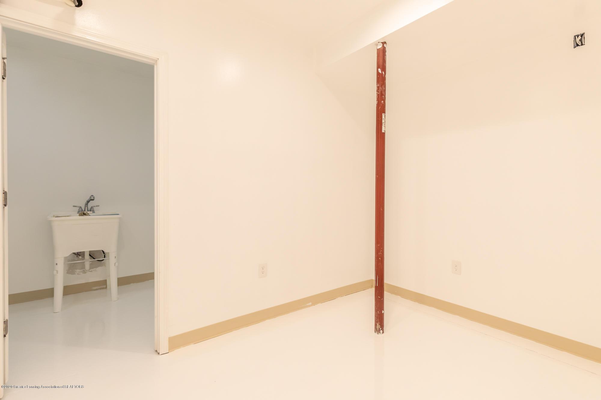4020 Hagadorn Rd - Wine Cellar - 43