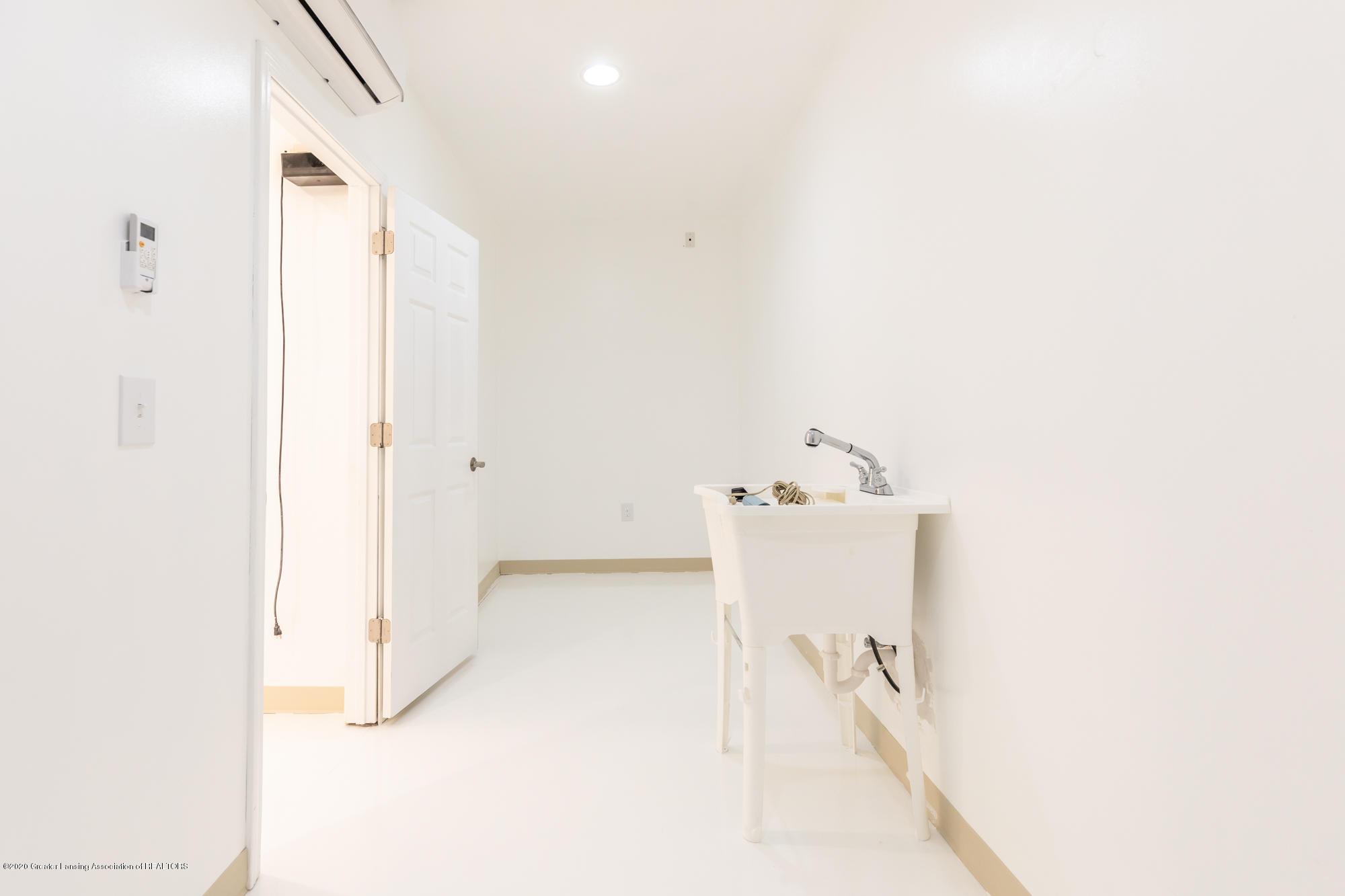 4020 Hagadorn Rd - Humidor Room - 42