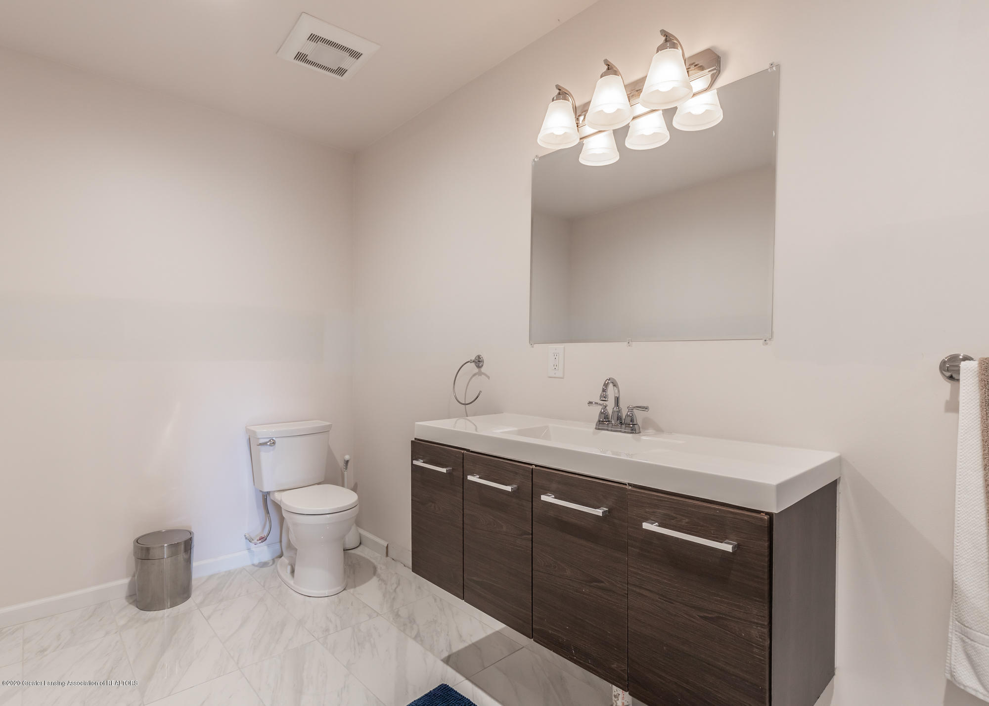 4020 Hagadorn Rd - Bathroom 2 - 40