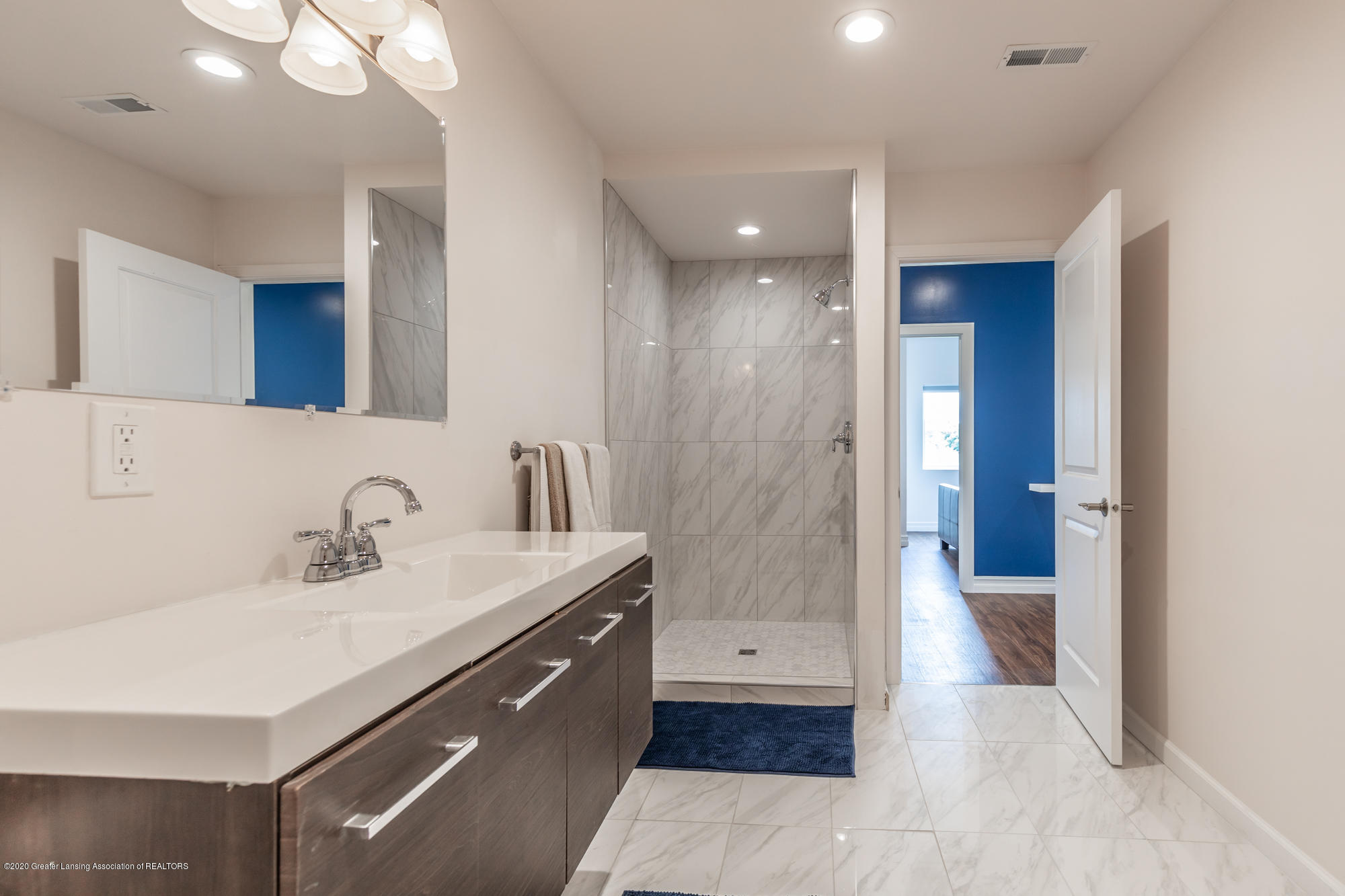 4020 Hagadorn Rd - Bathroom 2 - 41