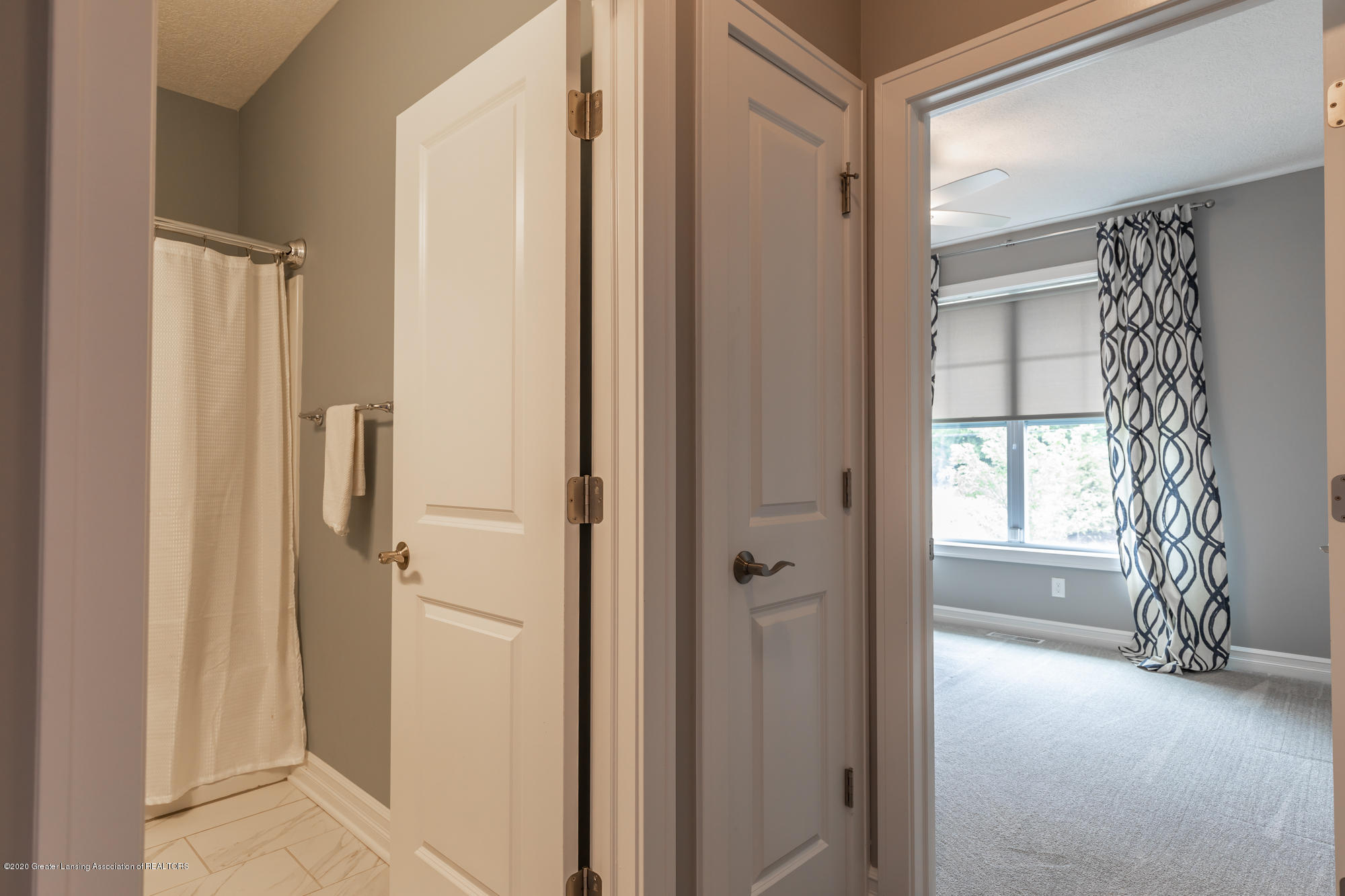 4020 Hagadorn Rd - Hallway - 28