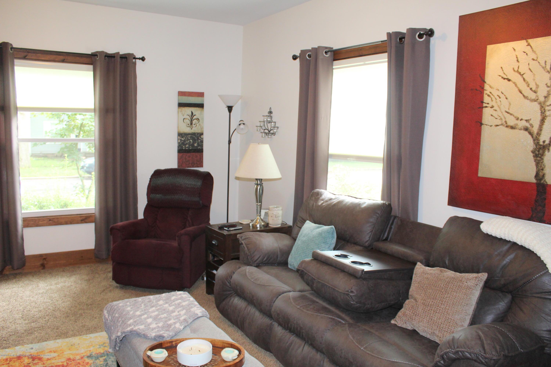 208 W Shaw St - 3 Living Room - 3