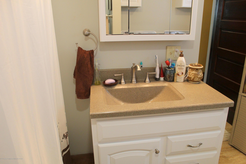 208 W Shaw St - 20b Full Bath vanity - 22