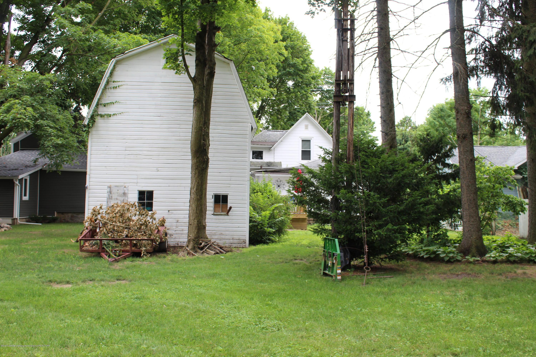 208 W Shaw St - 33 Back yard toward house - 35