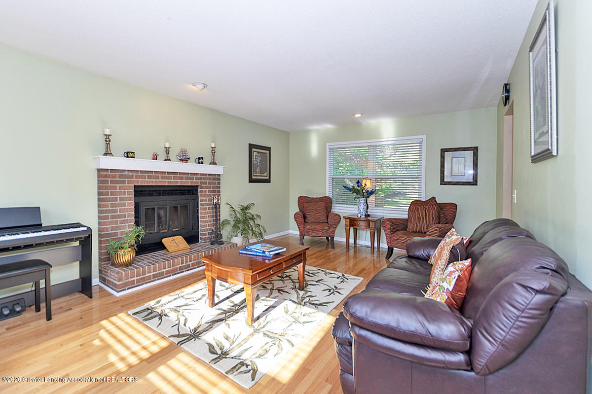 3939 Cloverdale Ave - Great room - 2