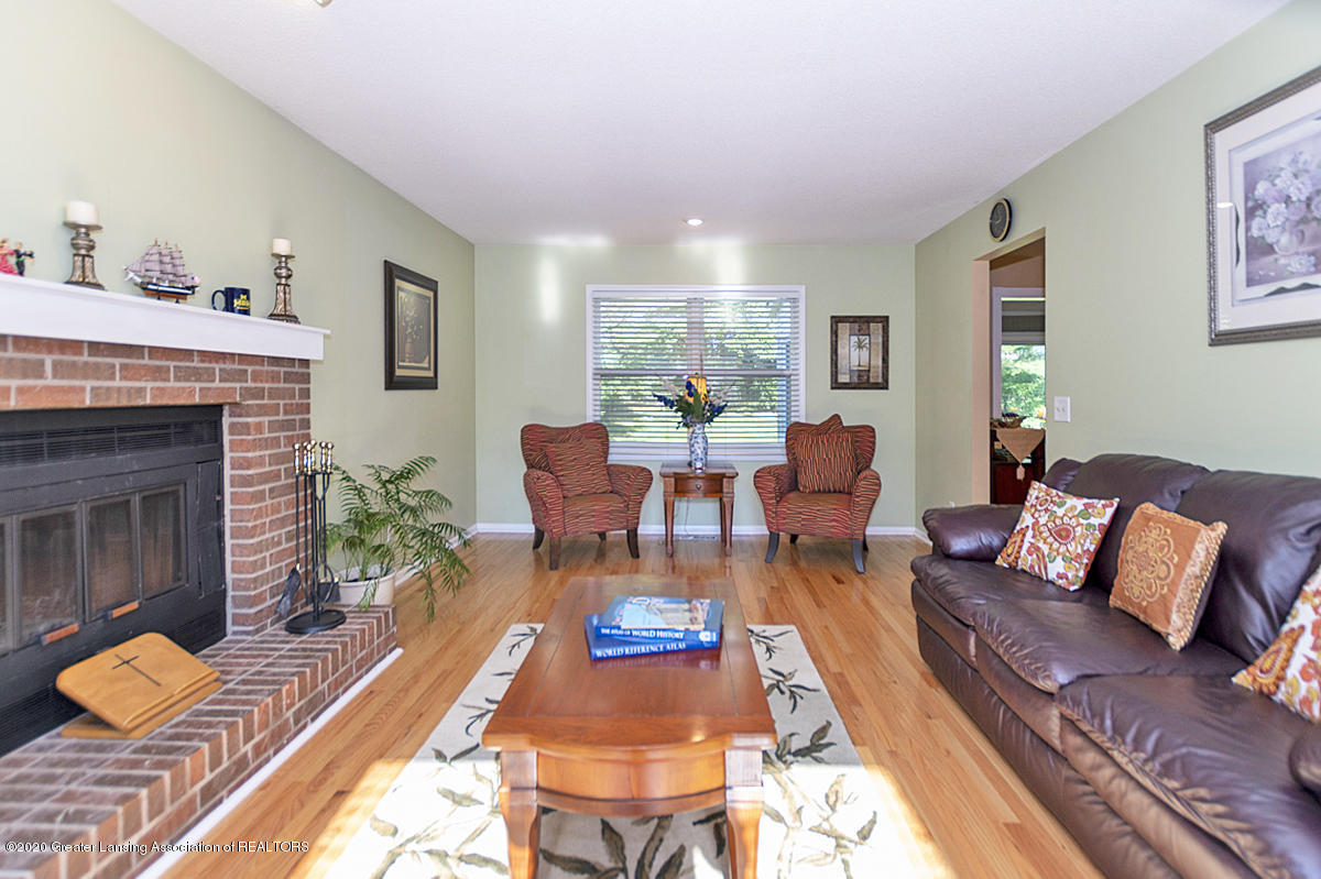 3939 Cloverdale Ave - Great room - 3
