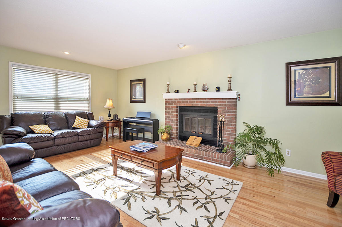 3939 Cloverdale Ave - Great room - 4