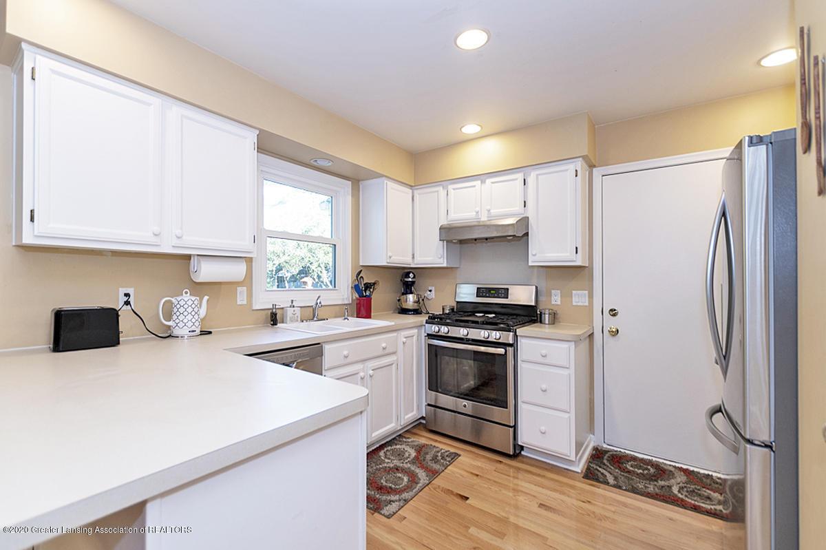 3939 Cloverdale Ave - Kitchen - 9