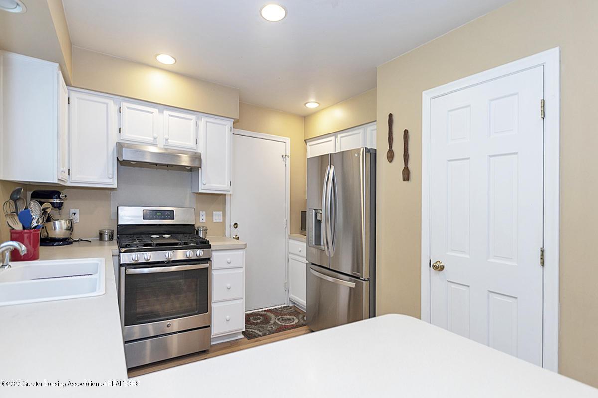 3939 Cloverdale Ave - Kitchen - 10