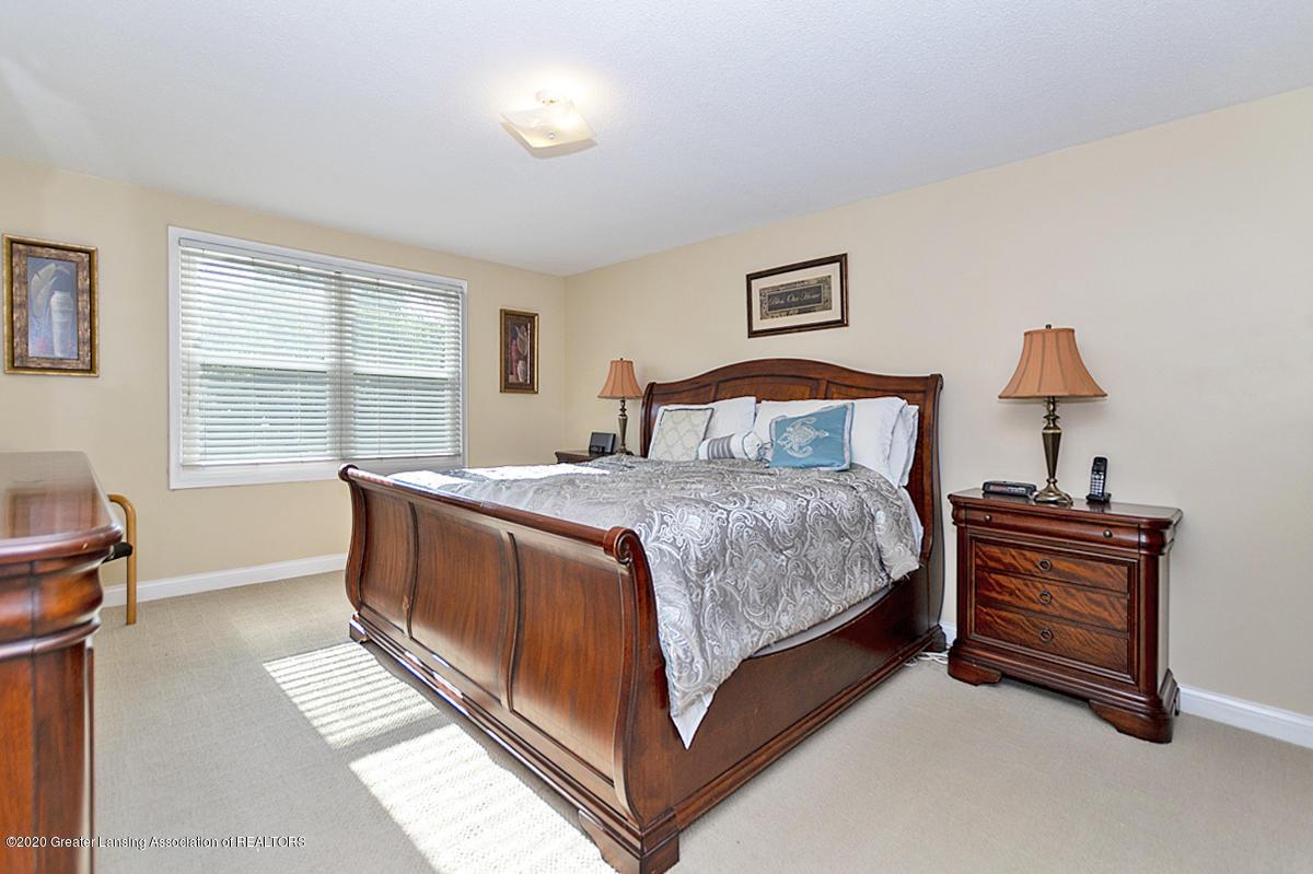 3939 Cloverdale Ave - Master Bedroom - 16