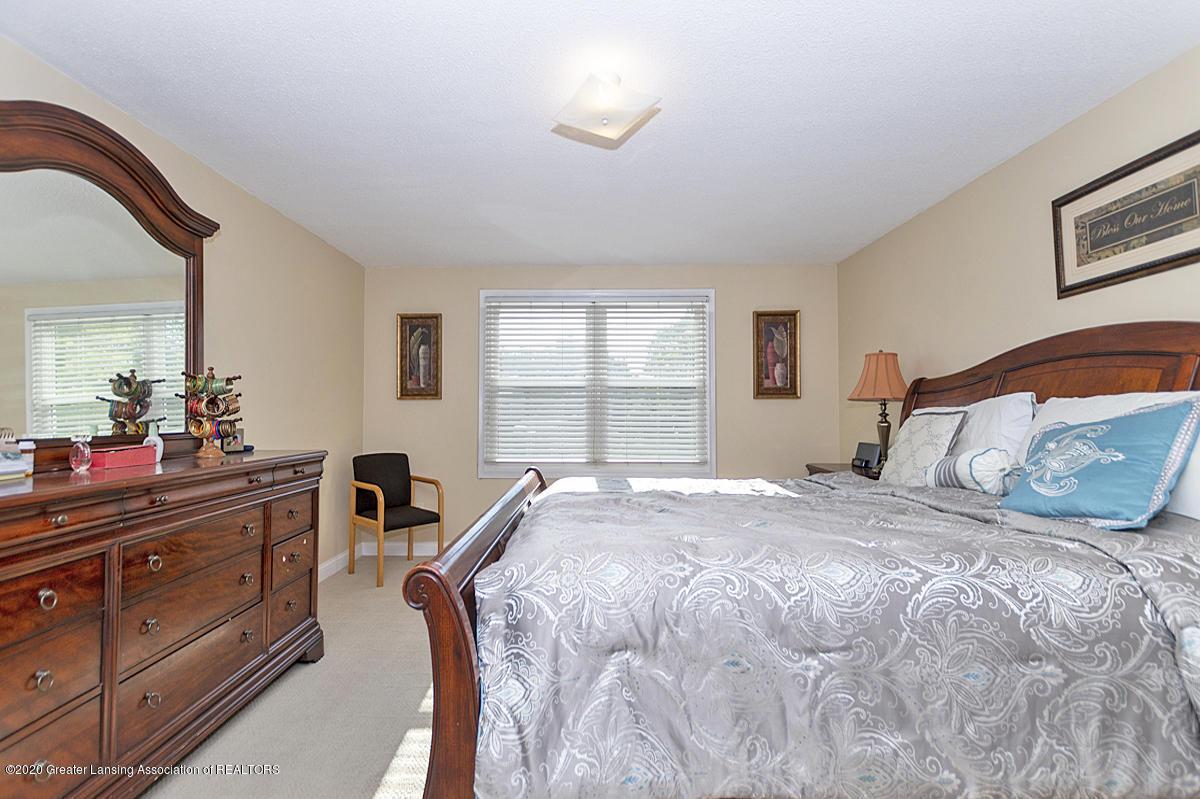 3939 Cloverdale Ave - Master Bedroom - 17