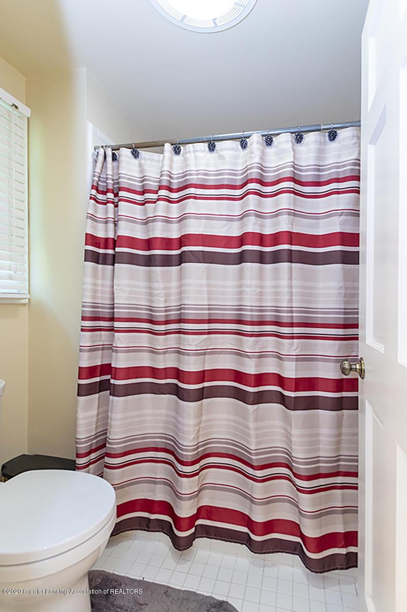 3939 Cloverdale Ave - Master Shower - 19