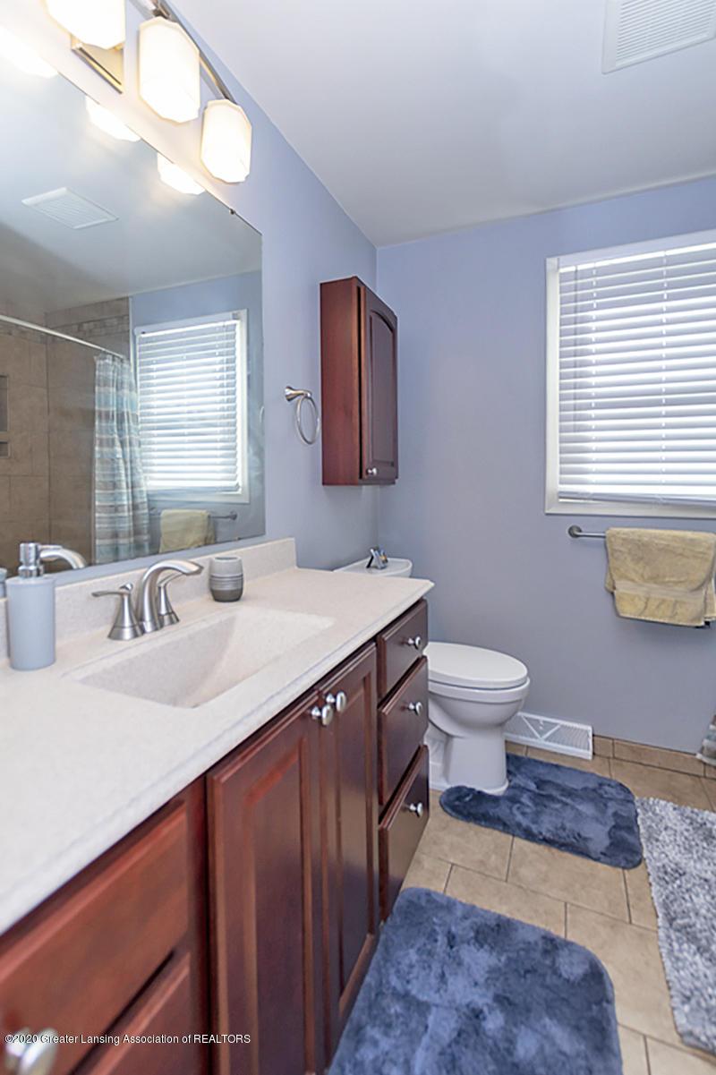 3939 Cloverdale Ave - Guest Bath - 22