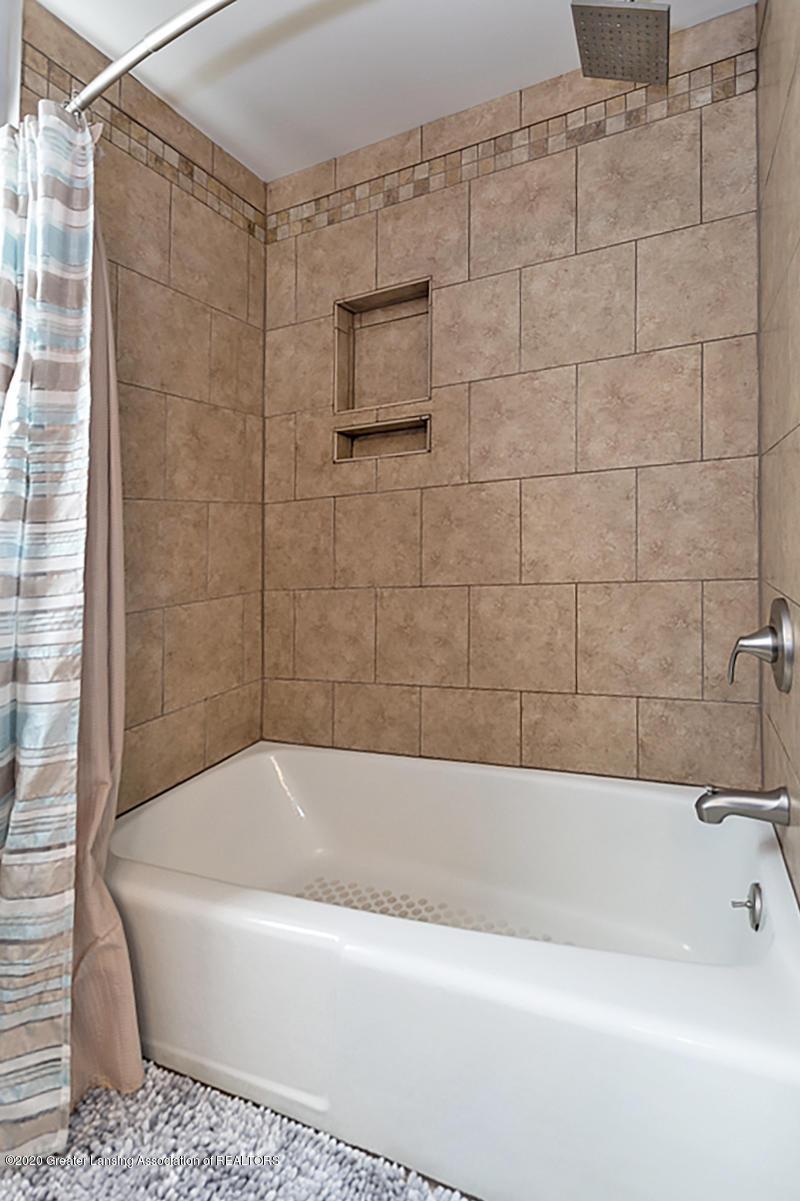 3939 Cloverdale Ave - Guest Bath - 23