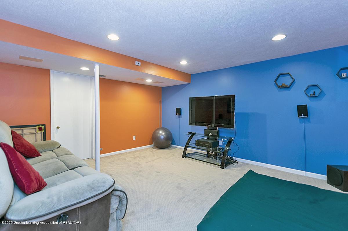3939 Cloverdale Ave - Entertainment Room - 24