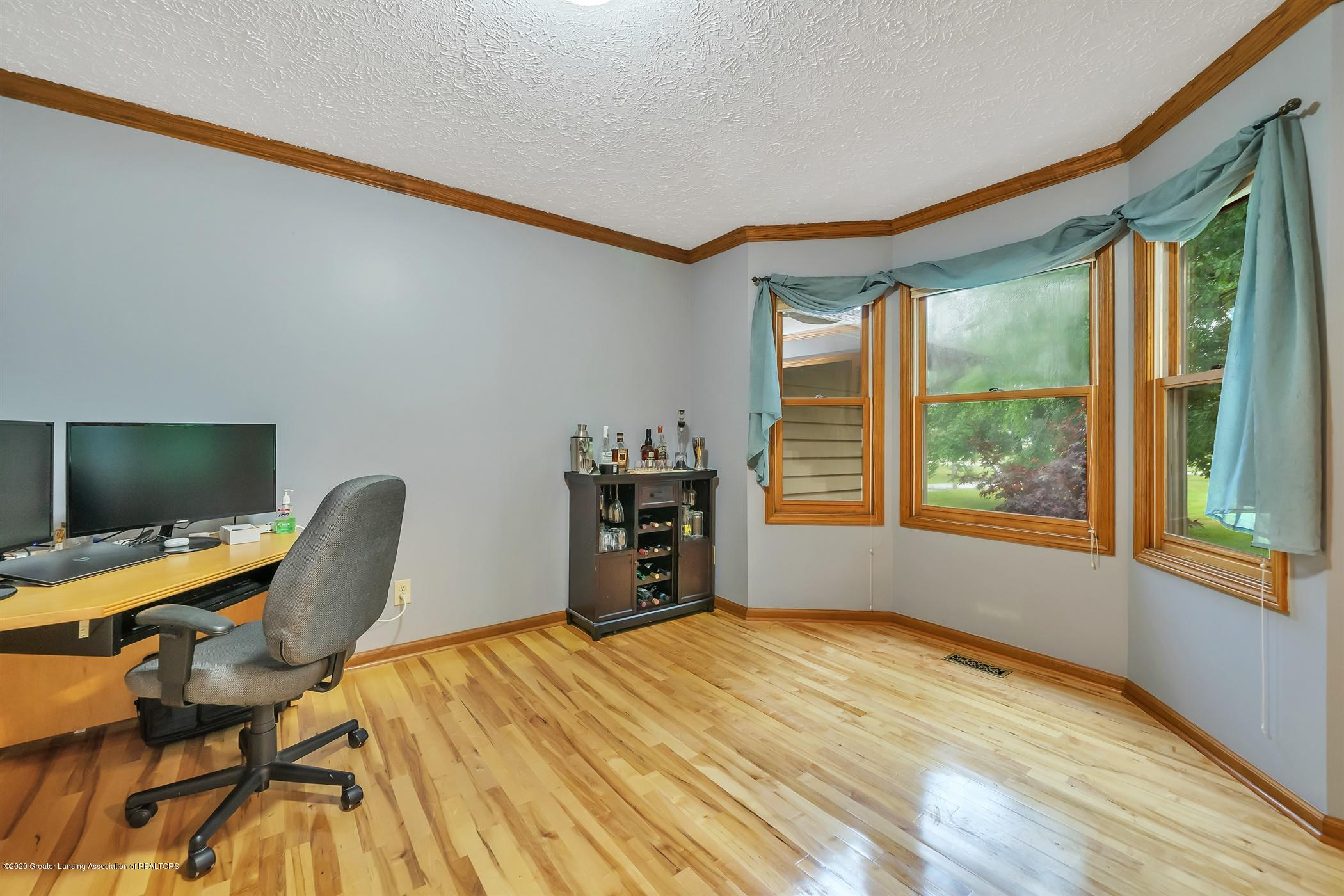 4242 Beeman Rd - MAIN FLOOR Dining Room - 7