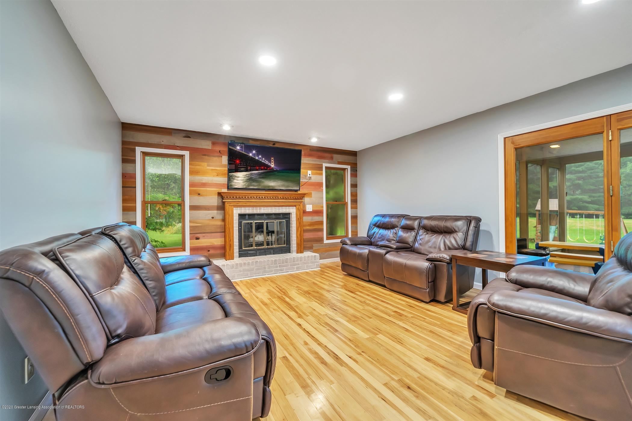 4242 Beeman Rd - MAIN FLOOR Family Room - 8