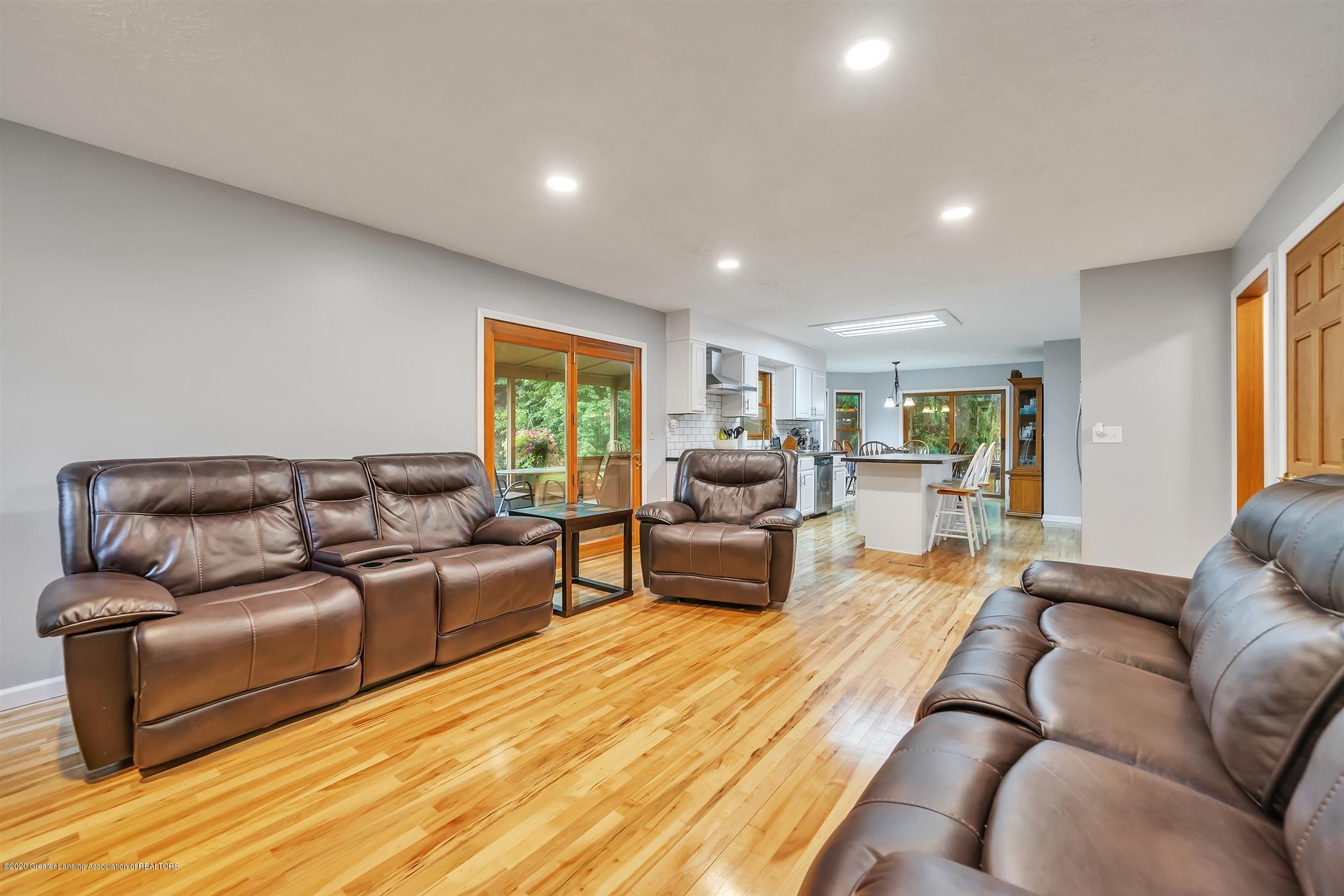 4242 Beeman Rd - MAIN FLOOR Family Room - 9