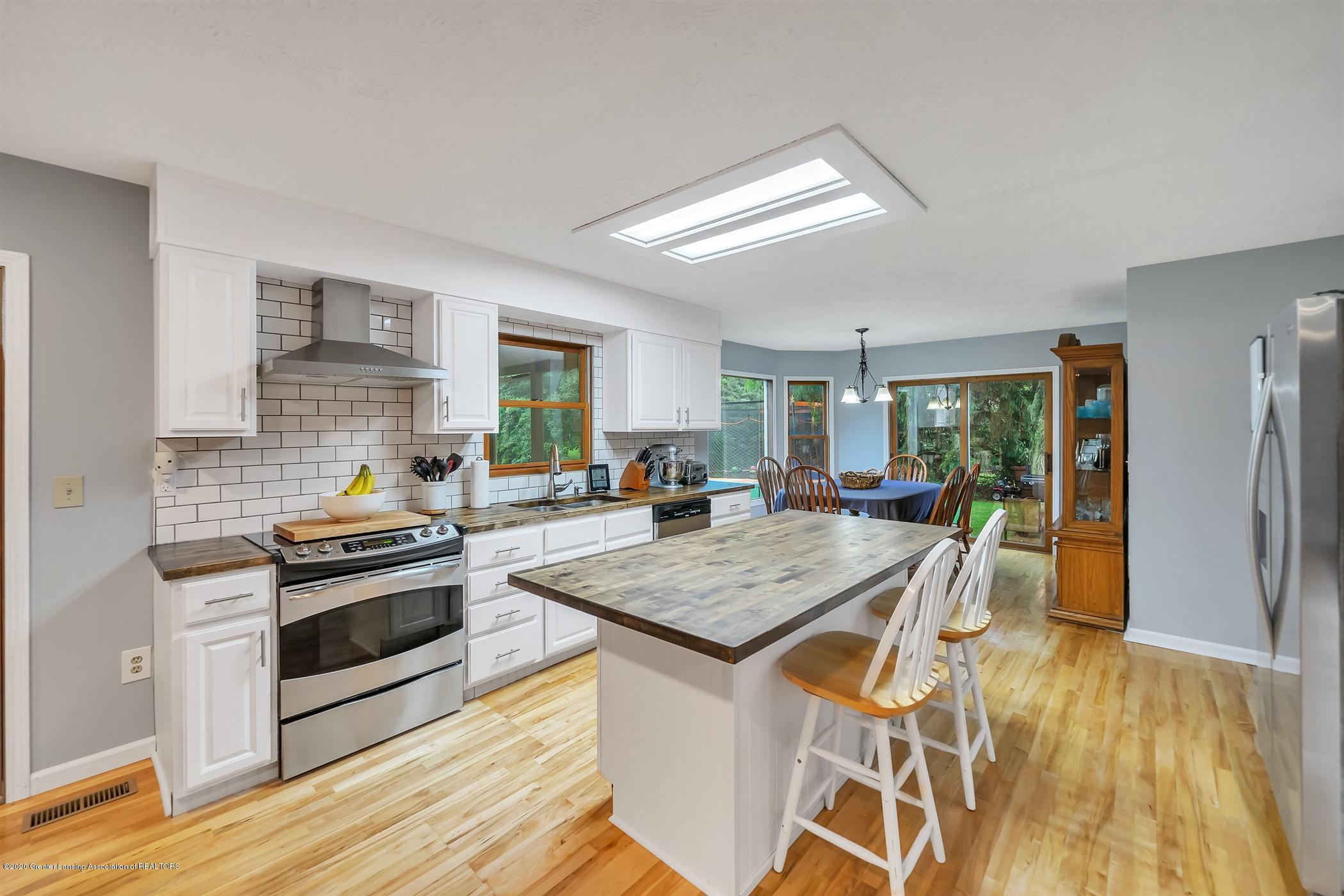 4242 Beeman Rd - MAIN FLOOR Kitchen - 10