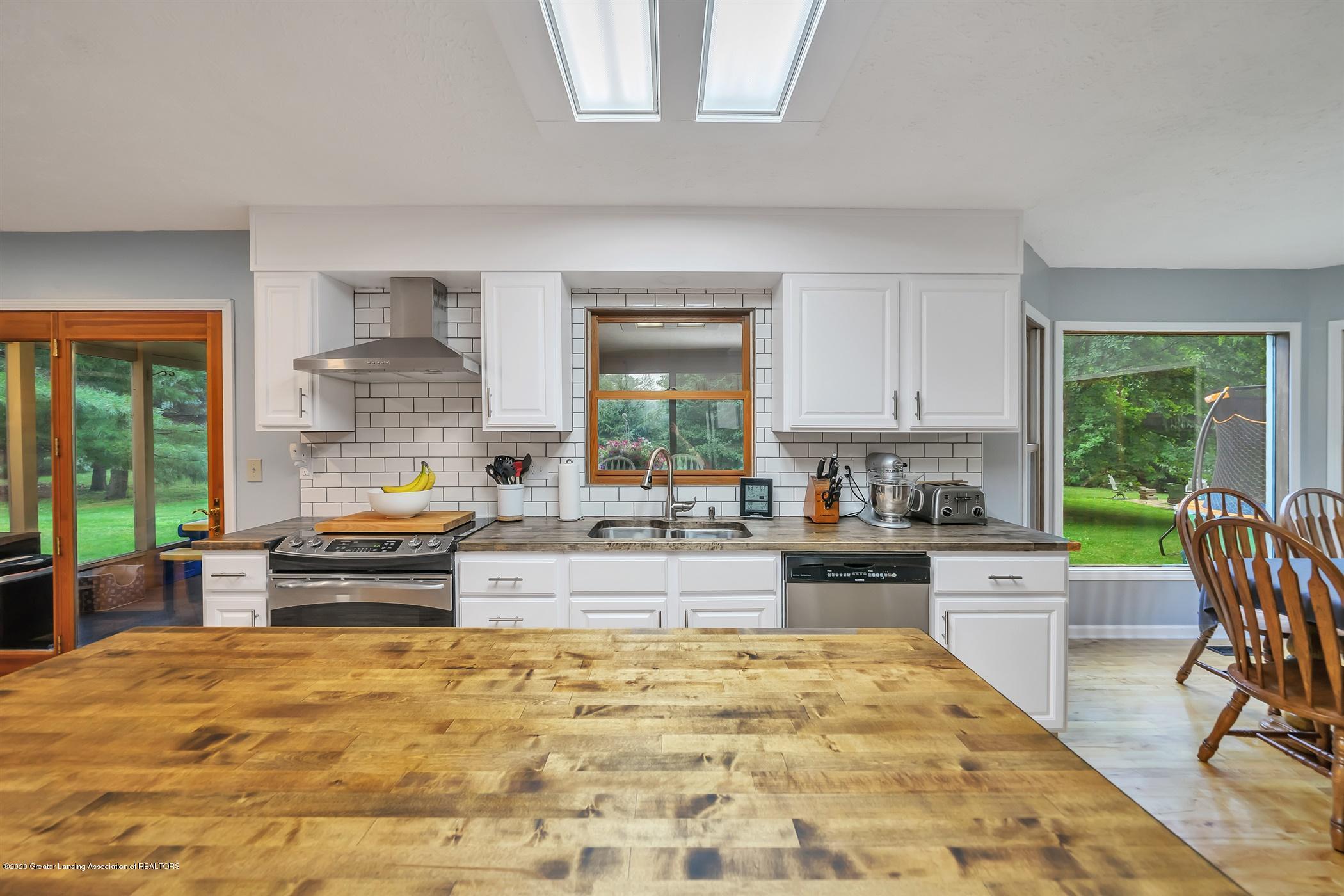 4242 Beeman Rd - MAIN FLOOR Kitchen - 11