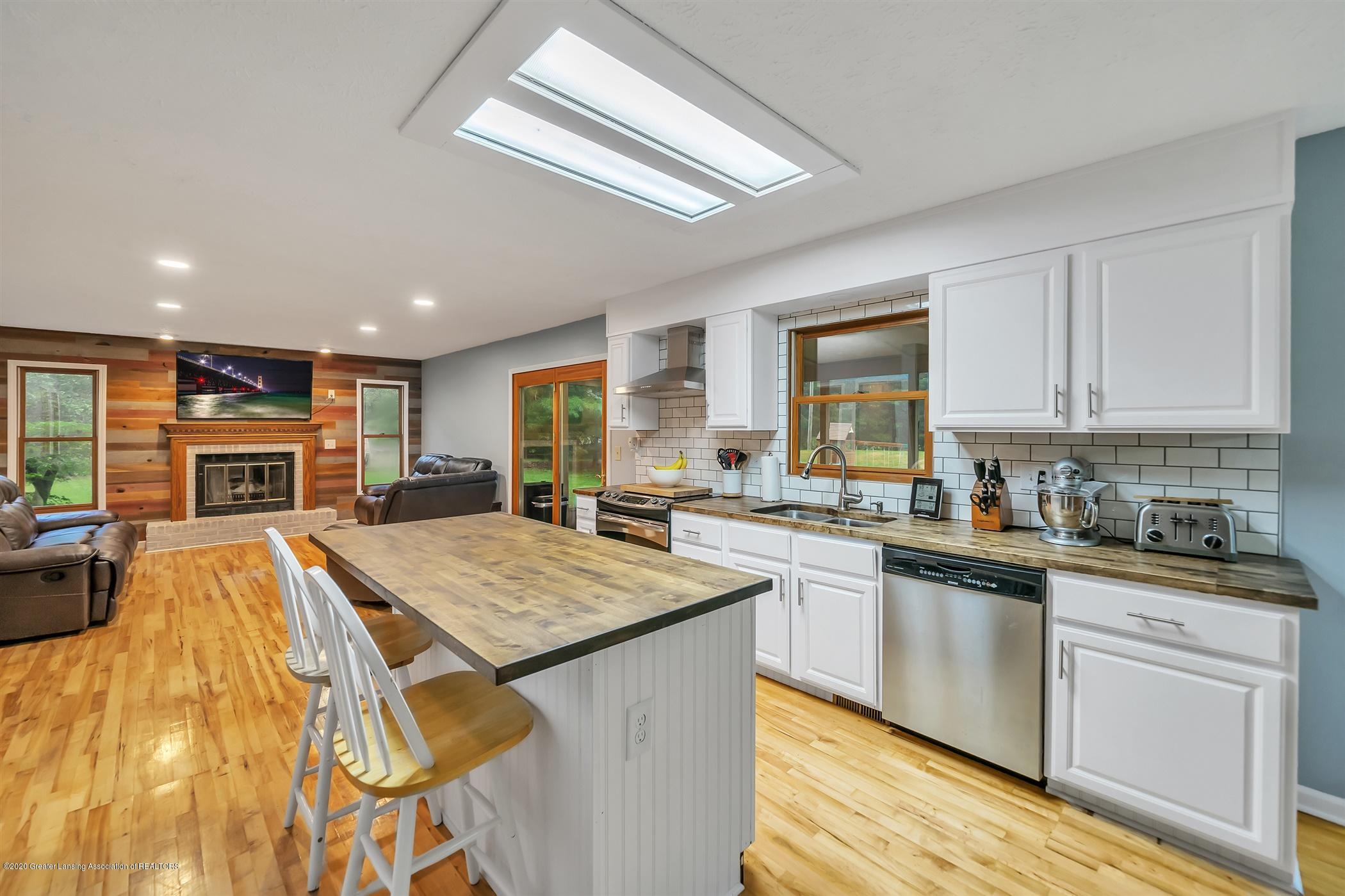 4242 Beeman Rd - MAIN FLOOR Kitchen - 12