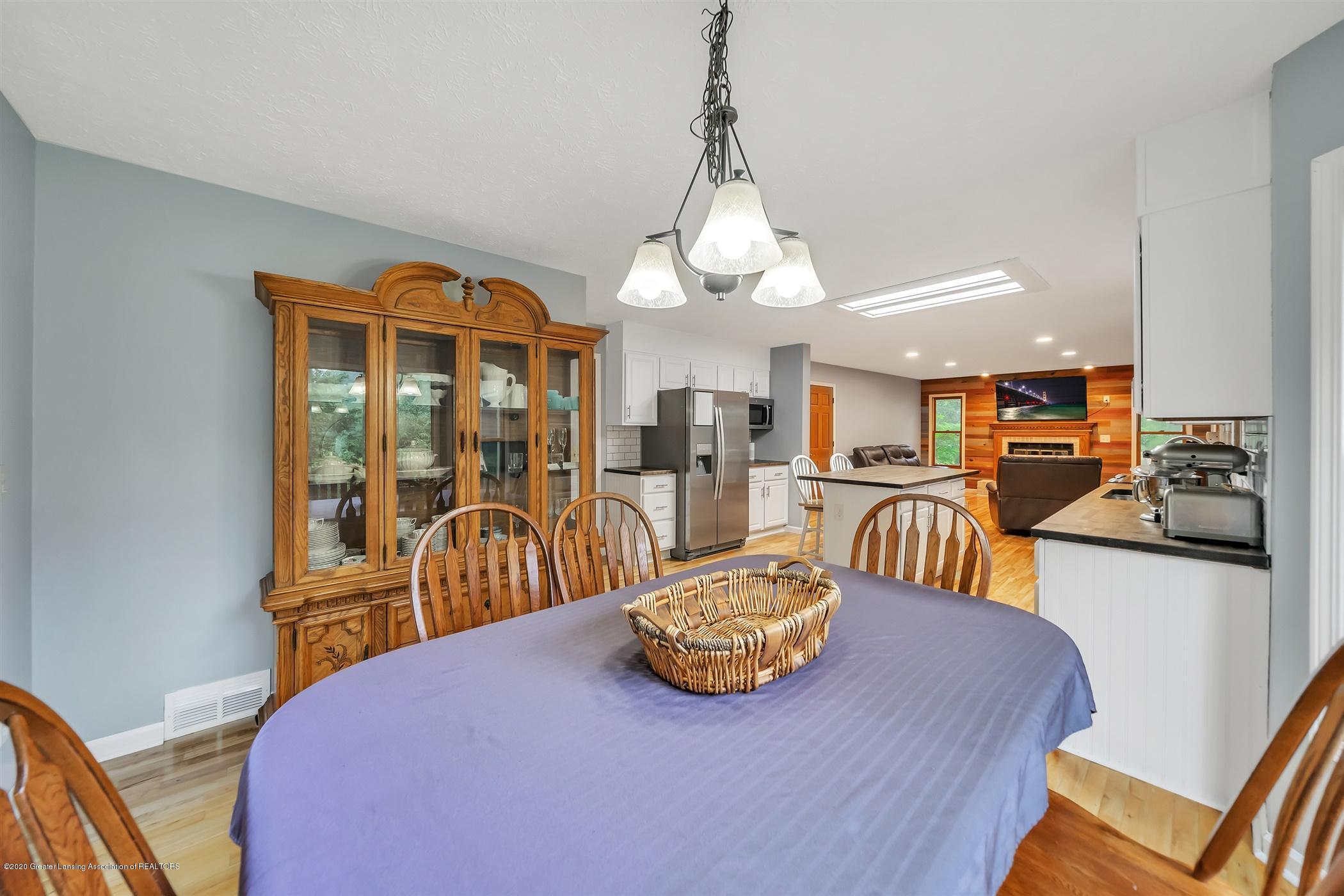 4242 Beeman Rd - MAIN FLOOR Dine In Kitchen - 14