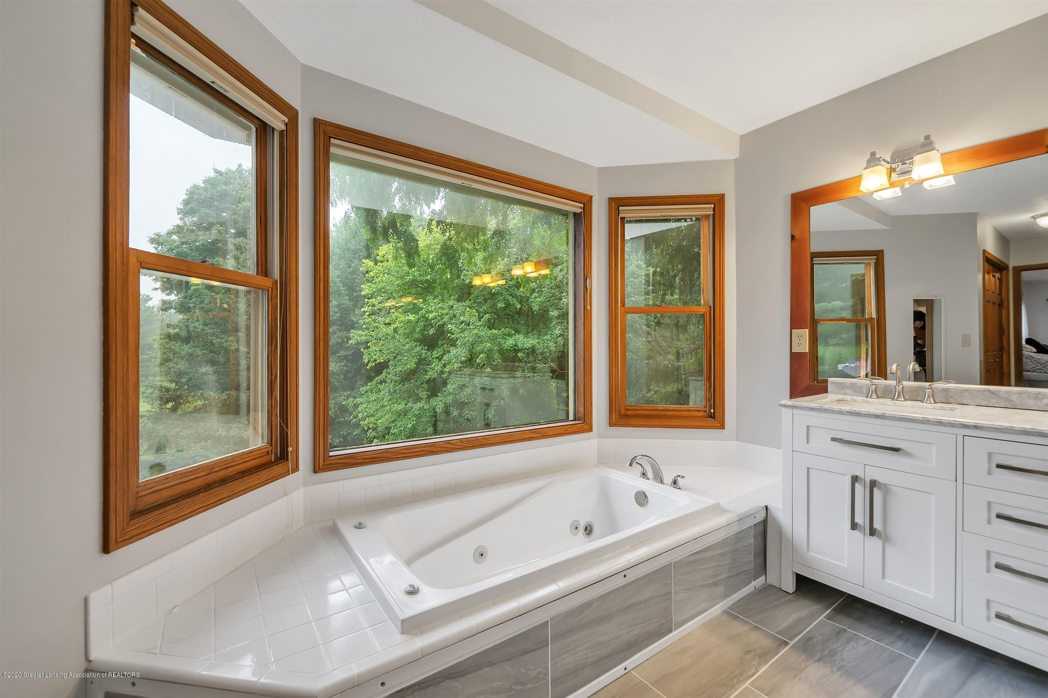 4242 Beeman Rd - SECOND FLOOR Master Bathroom - 17