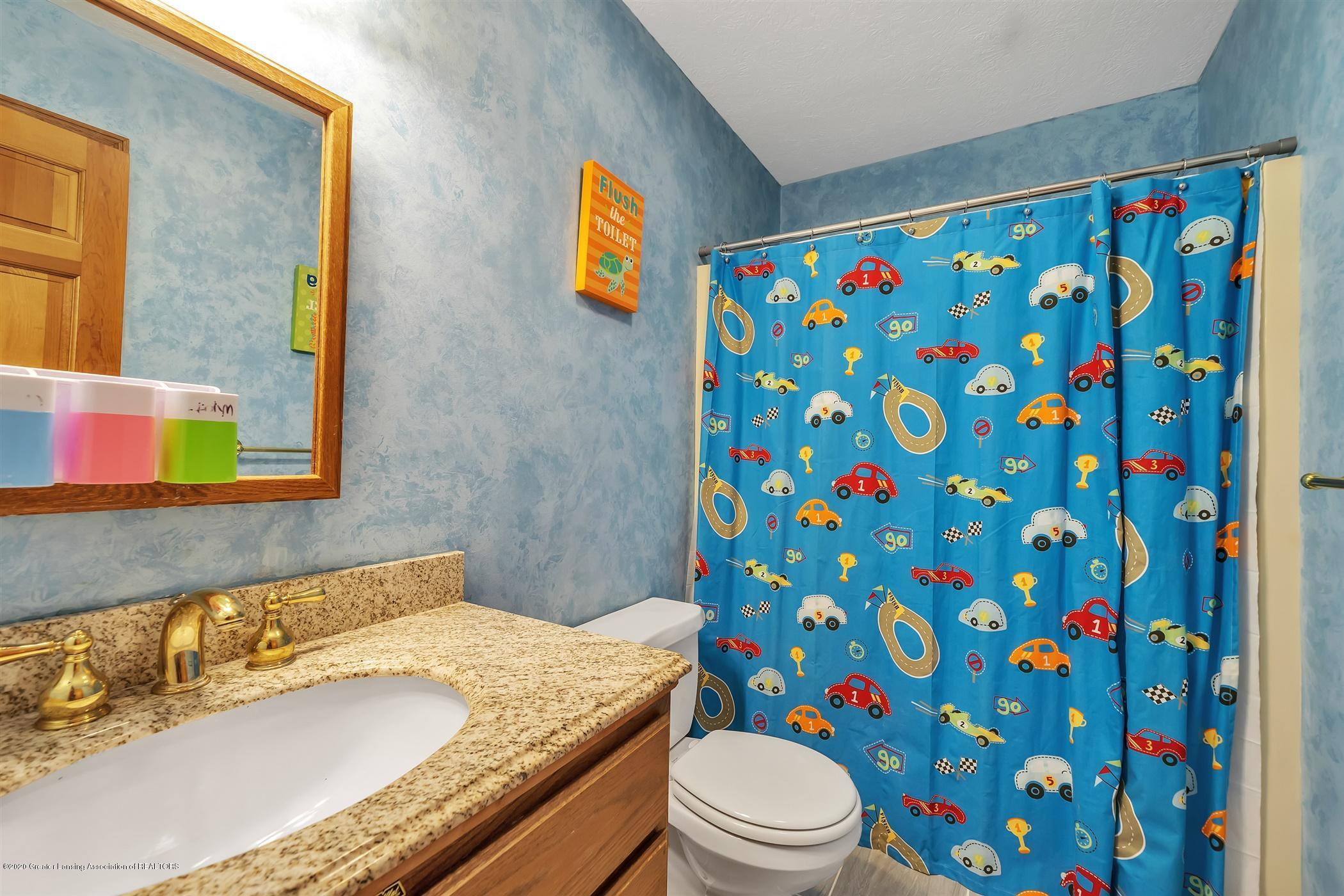 4242 Beeman Rd - SECOND FLOOR Full Bathroom - 21