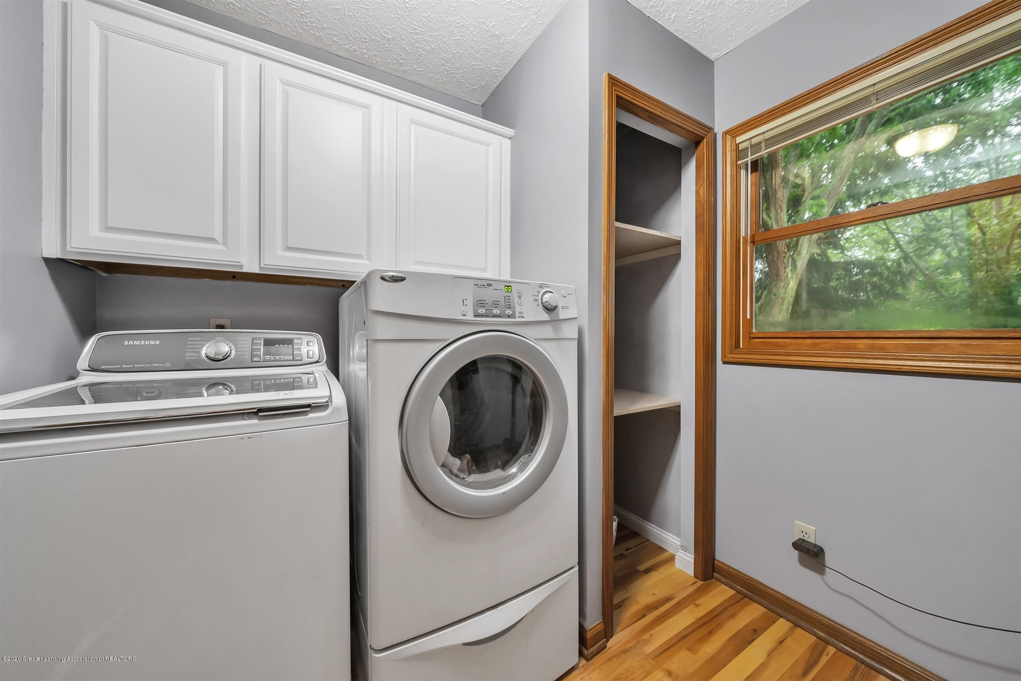 4242 Beeman Rd - MAIN FLOOR Laundry Room - 29