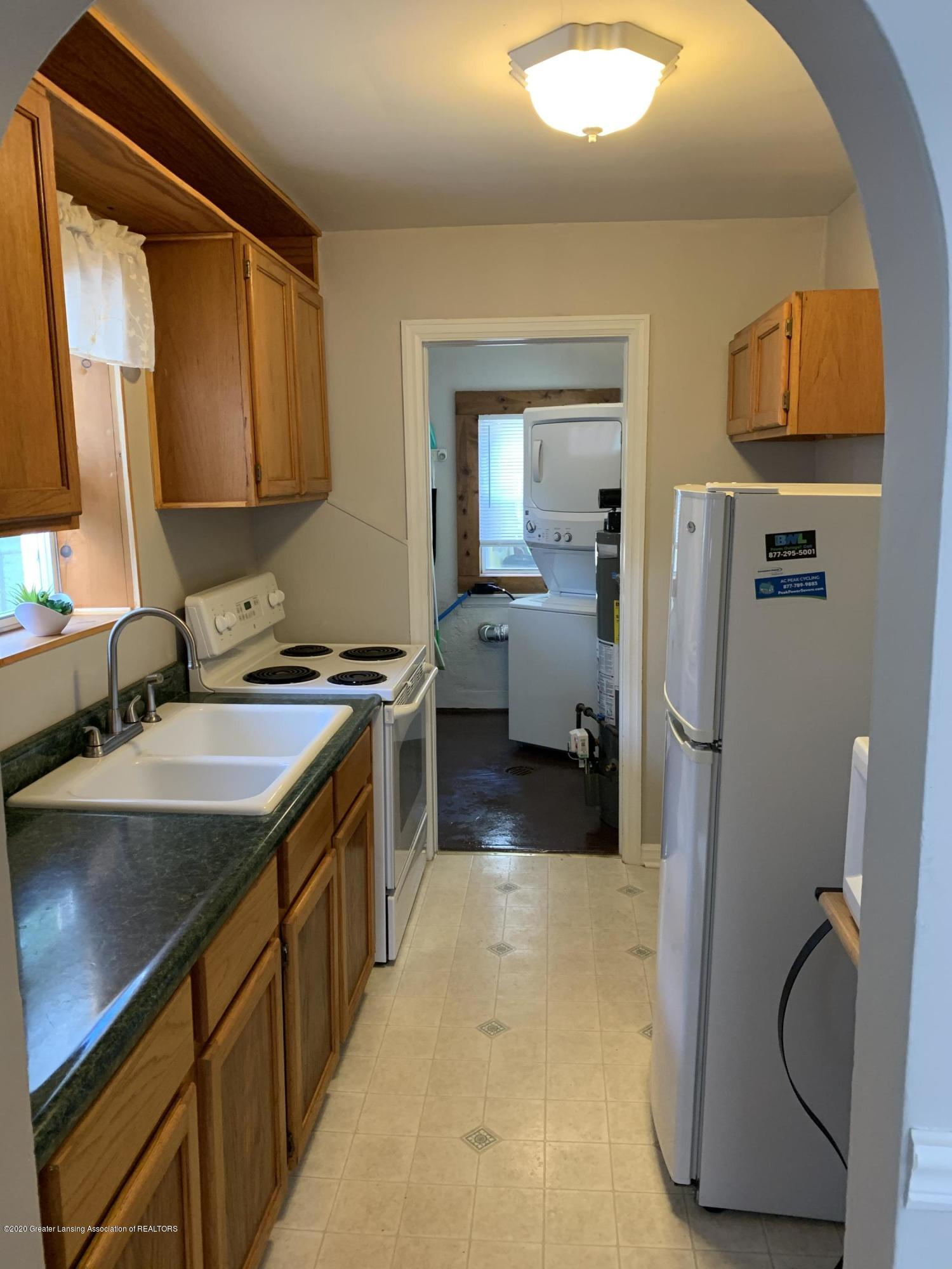 1886 Burton Ave - kitchen - 10