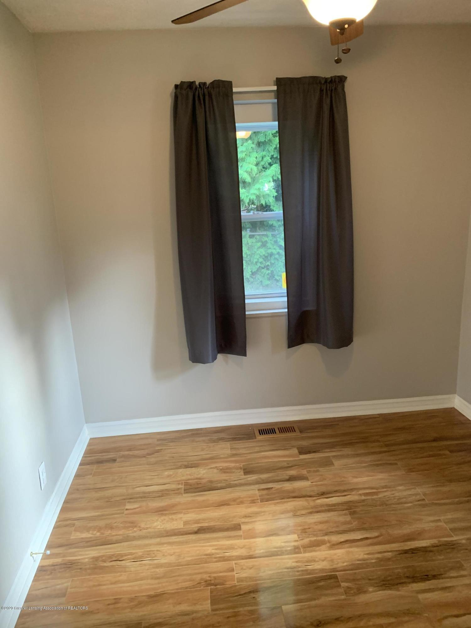 1886 Burton Ave - bedroom 1 - 21