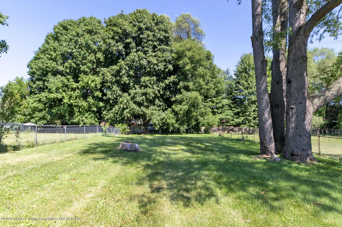 2212 Meadowlawn Dr - (3) PROPERTY VIEW Backyard - 3