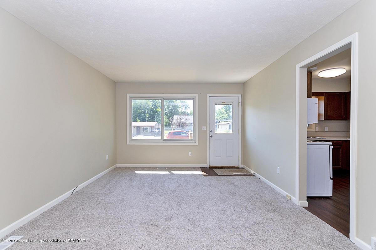 2212 Meadowlawn Dr - (4) MAIN FLOOR Living Room - 4