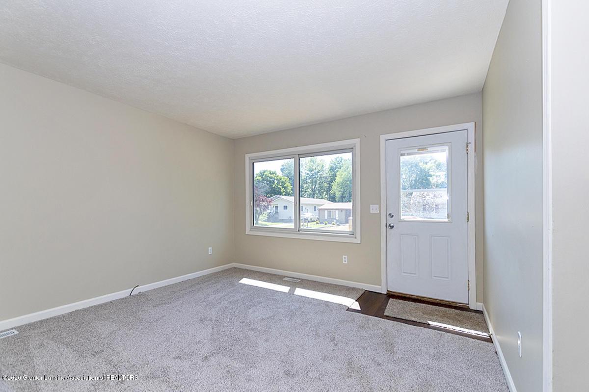 2212 Meadowlawn Dr - (4.1) MAIN FLOOR Living Room - 5