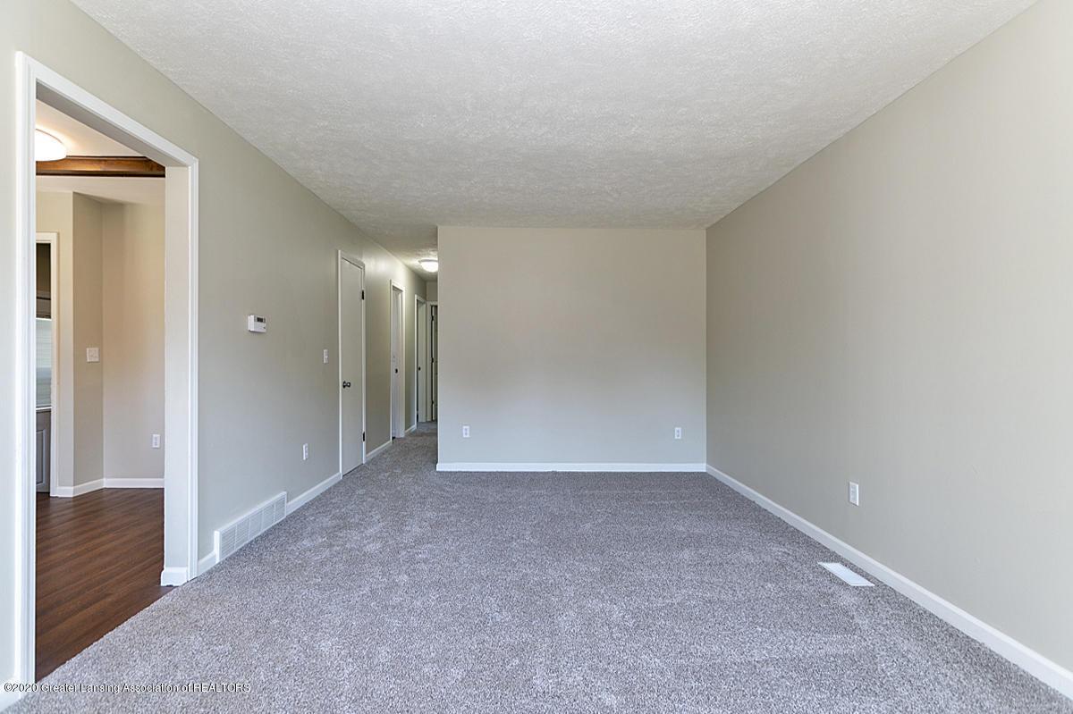 2212 Meadowlawn Dr - (5) MAIN FLOOR Living Room - 6
