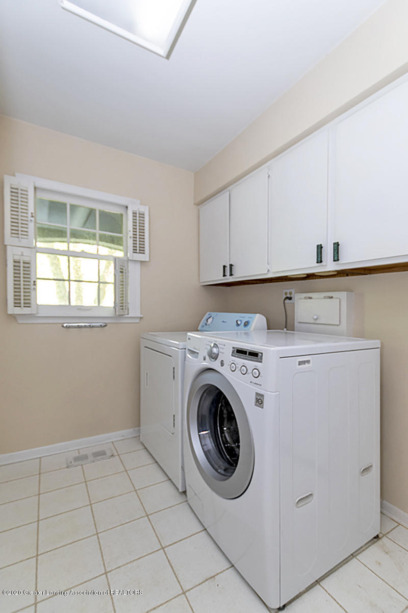 1090 Whitman Dr - First Flr. Laundry - 20