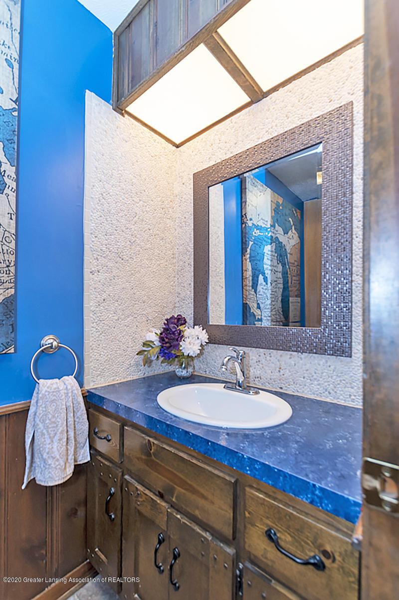 3830 Binghampton Dr - 1st Floor 1/2 Bath - 22