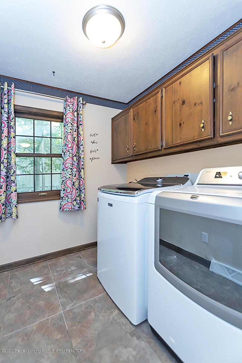 3830 Binghampton Dr - 1st Floor Laundry - 23