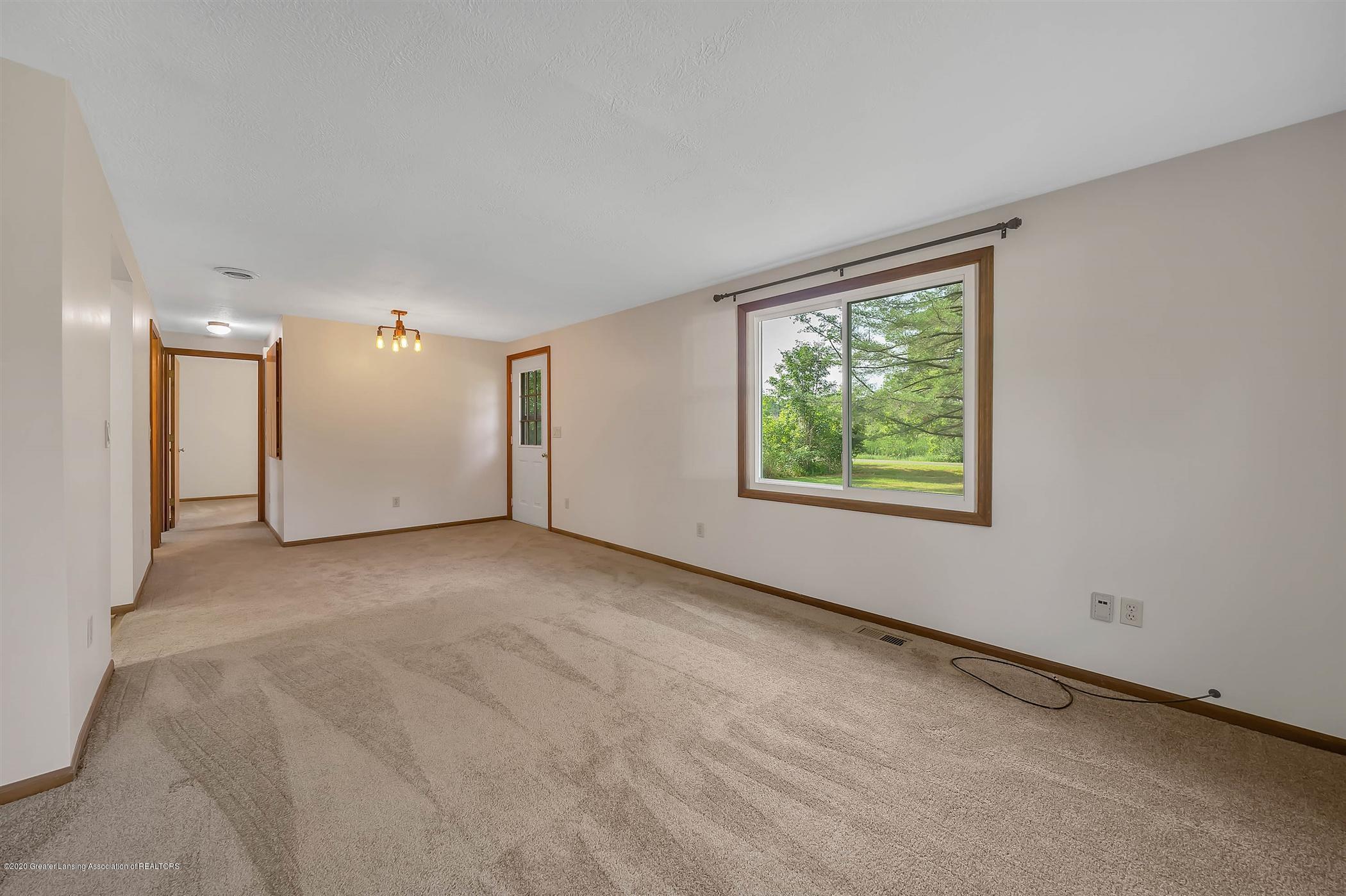 6750 W Lovejoy Rd - (7) 6750 Lovejoy Living Room - 7