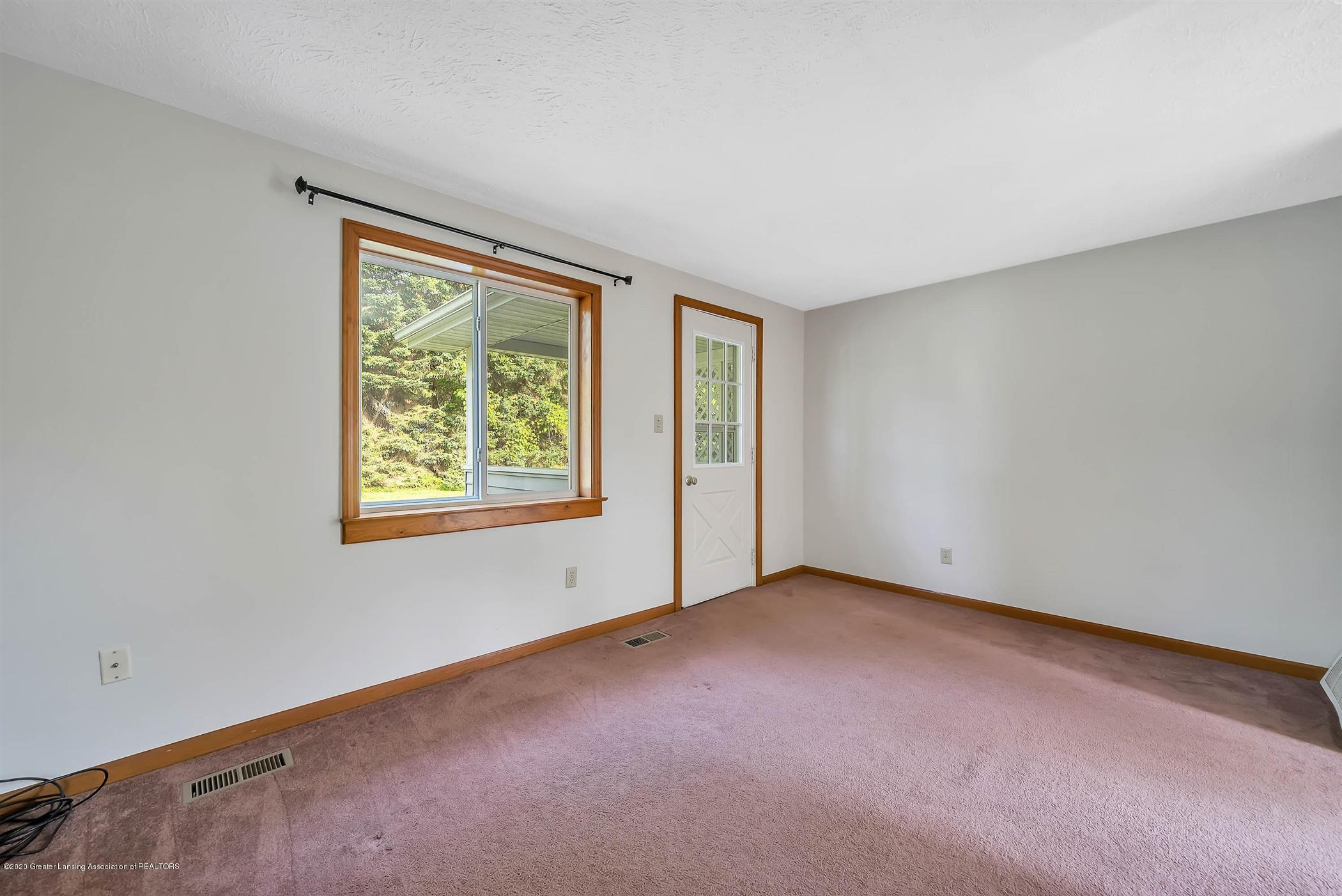 6750 W Lovejoy Rd - (21) 6756 Lovejoy Living Room - 21