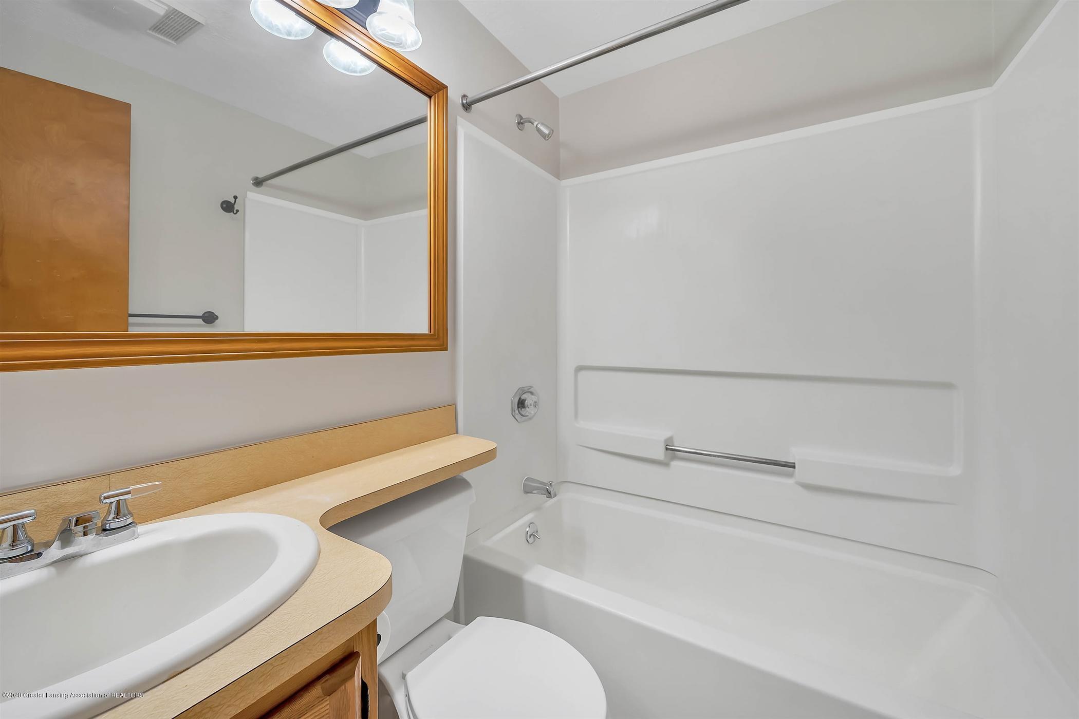 6750 W Lovejoy Rd - (29) 6756 Lovejoy Full Bathroom - 29
