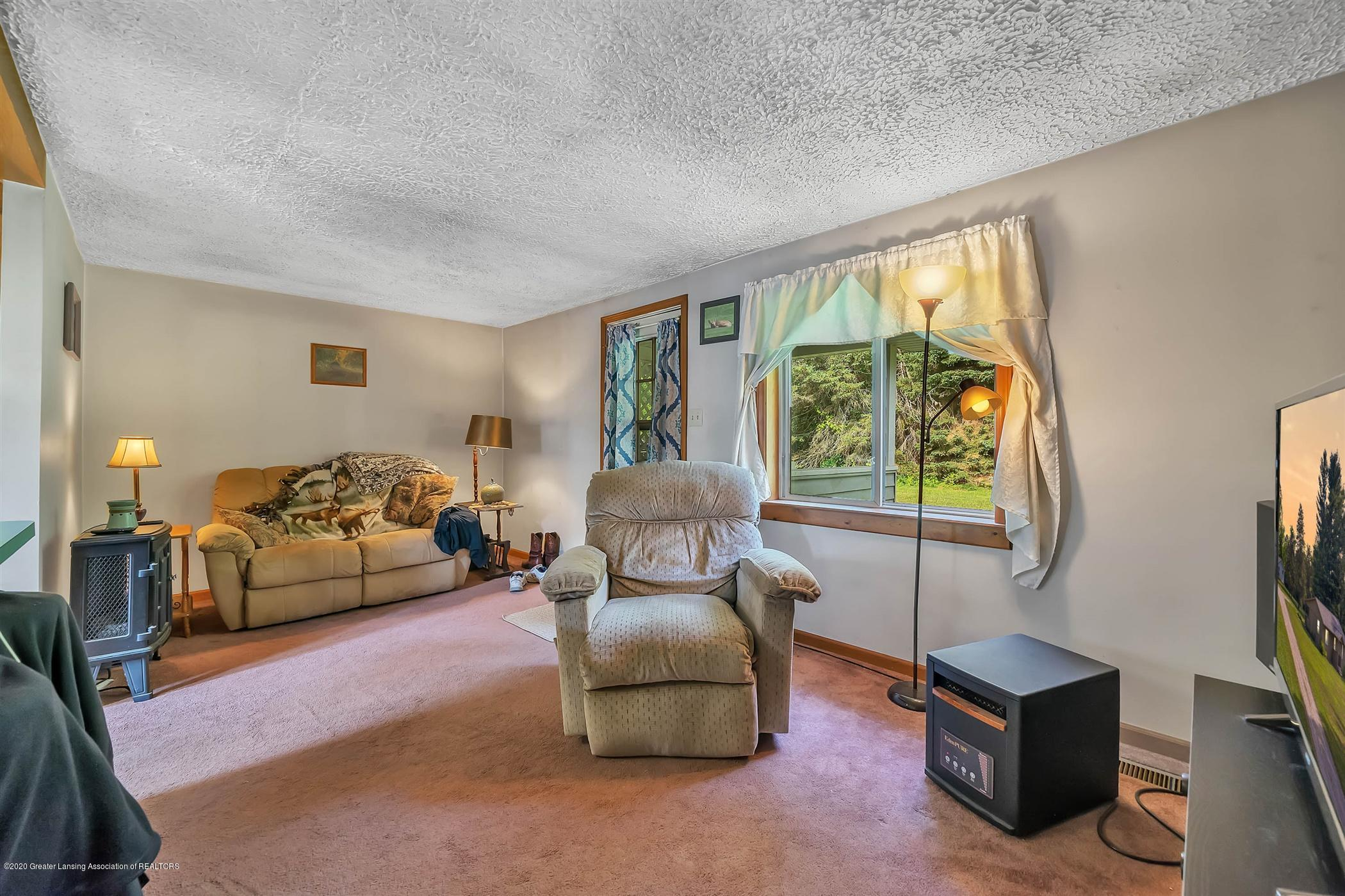 6750 W Lovejoy Rd - (33) 6758 Lovejoy Living Room - 33