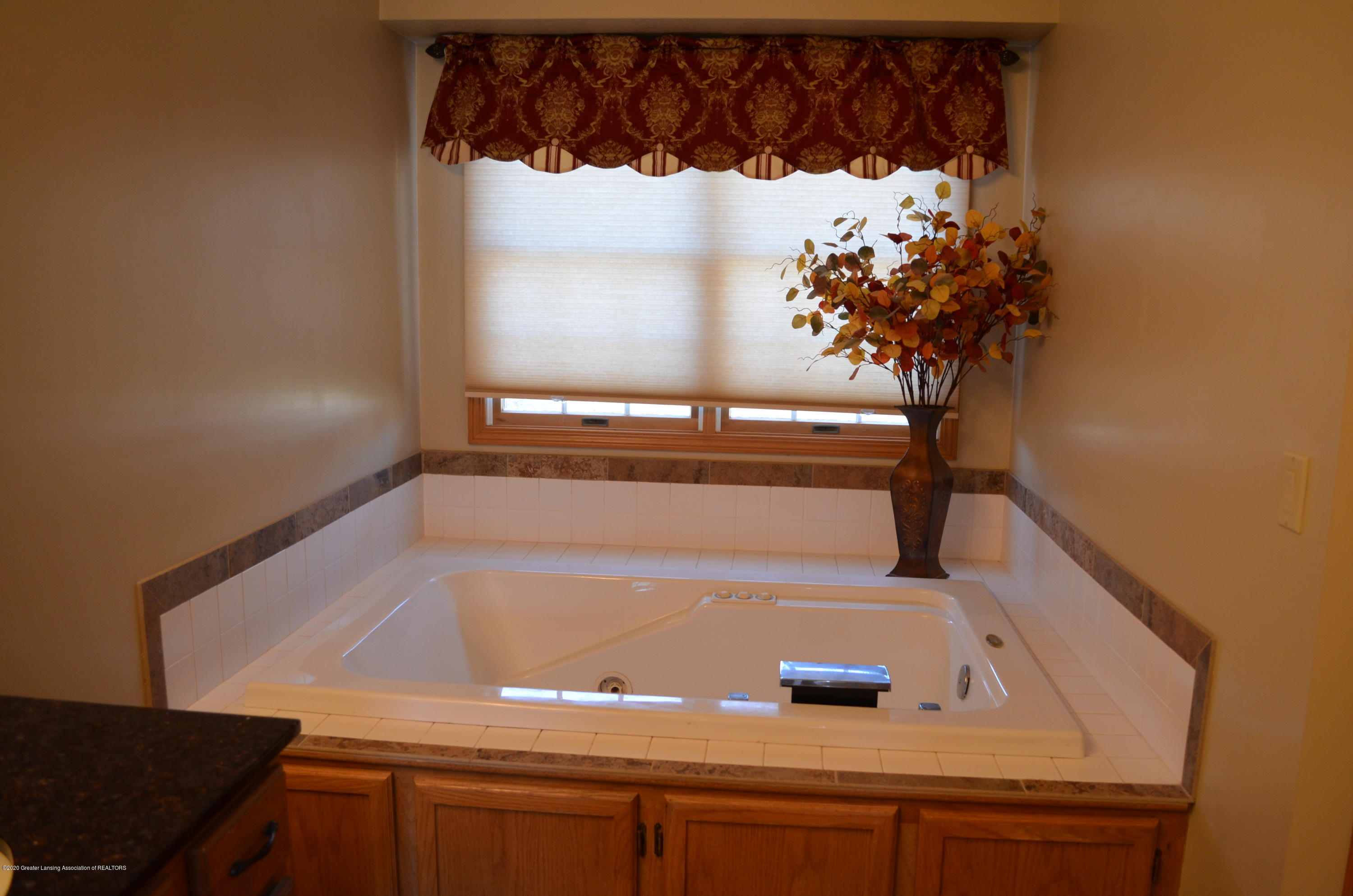 2349 Barnsbury Rd - Jetted Tub - 16