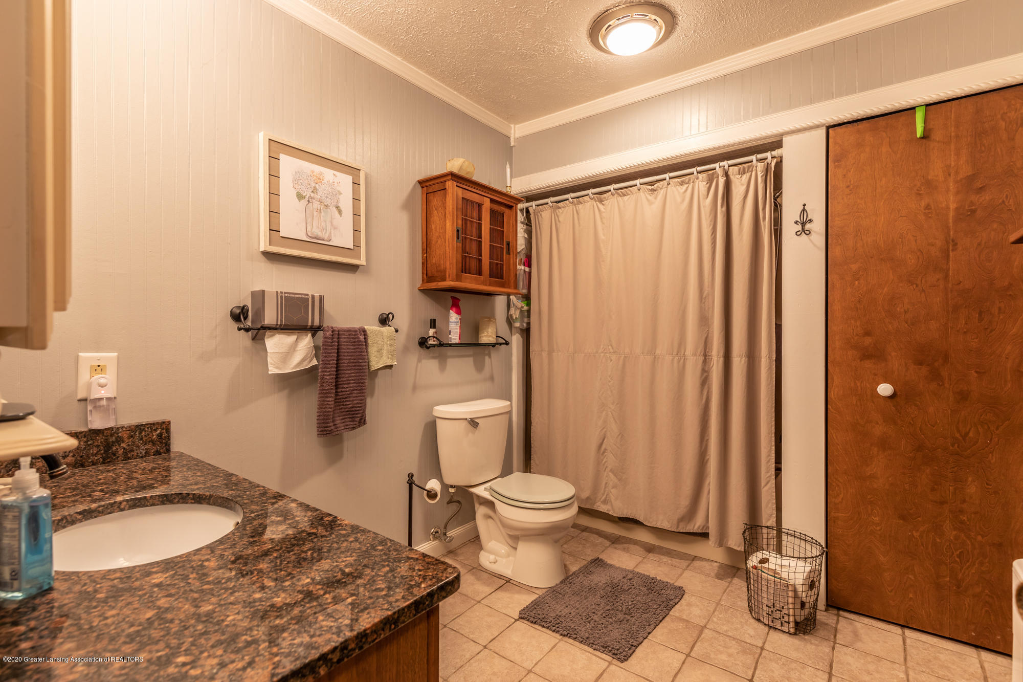 15986 Forest Hill Rd - foresthillbath2 (1 of 1) - 19