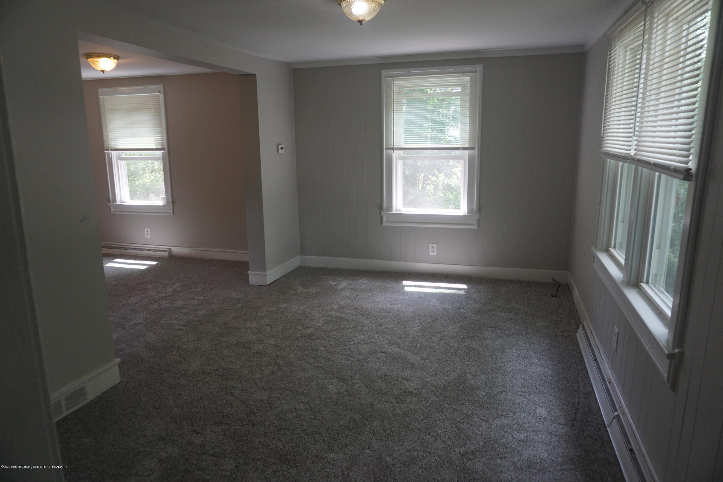 5712 Shaw St - Living Room - 2