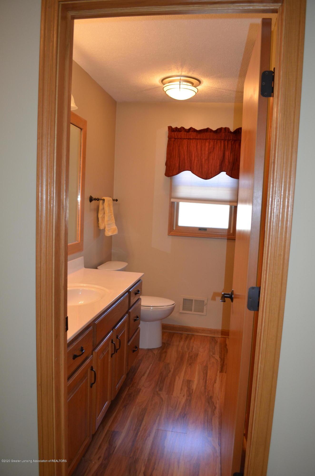 2349 Barnsbury Rd - 2nd Floor Full Bathroom - 25